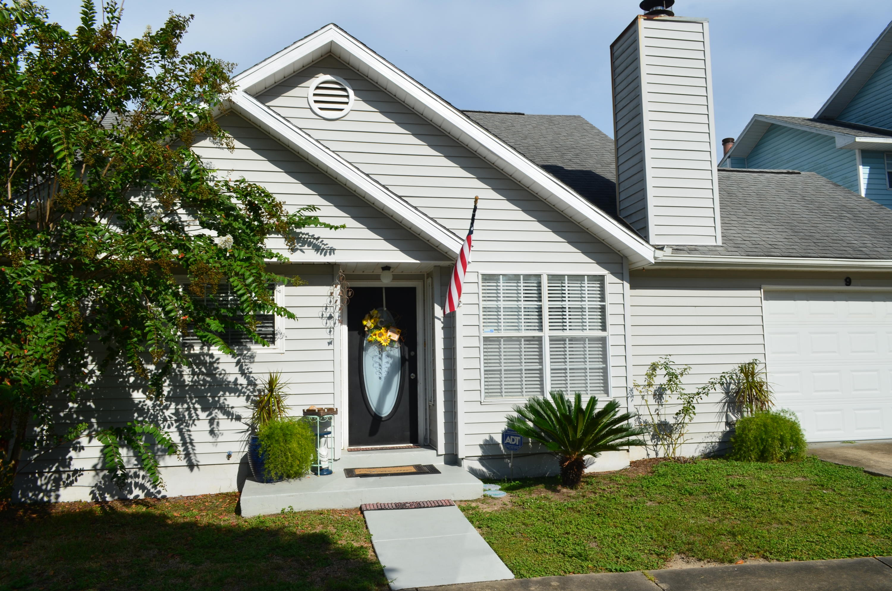 Photo of home for sale at 9 Forest Breeze, Fort Walton Beach FL
