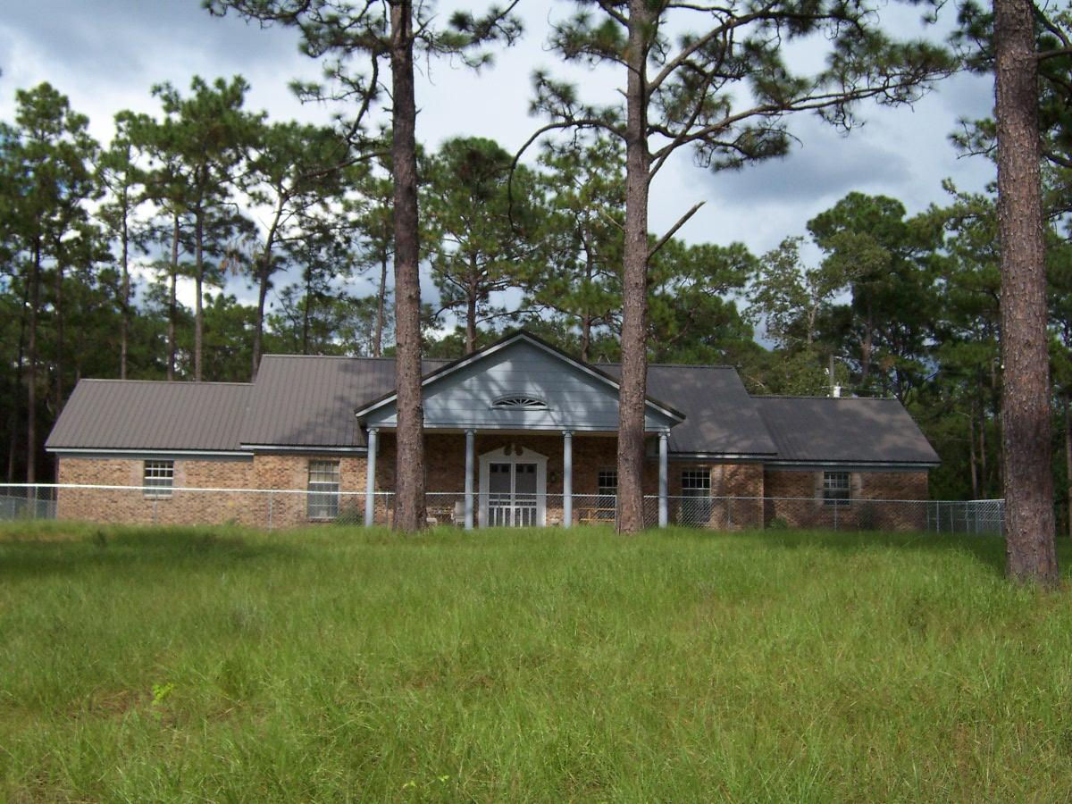 Photo of home for sale at 139 Oaklawn, Defuniak Springs FL