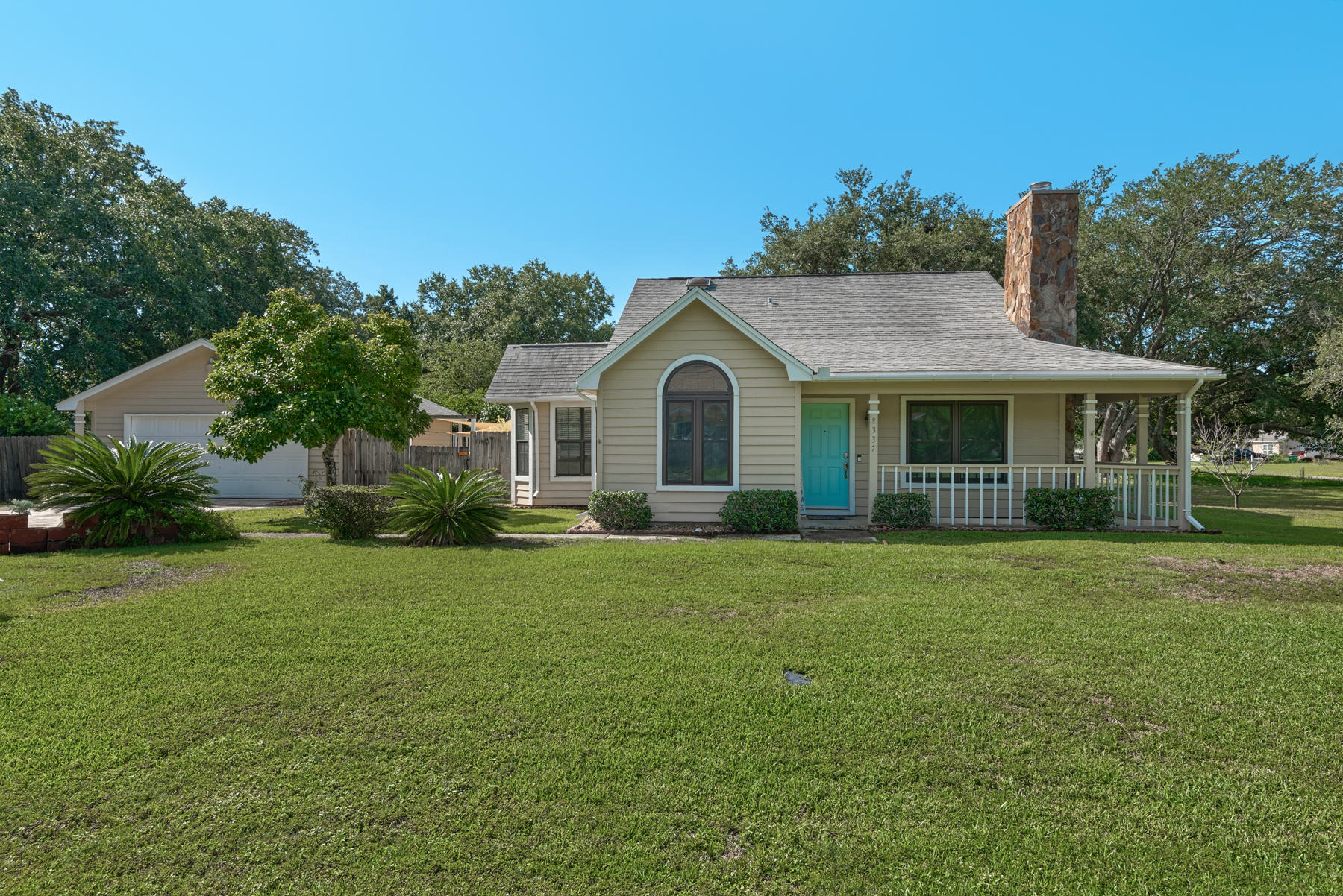 Photo of home for sale at 8337 Fortworth, Navarre FL