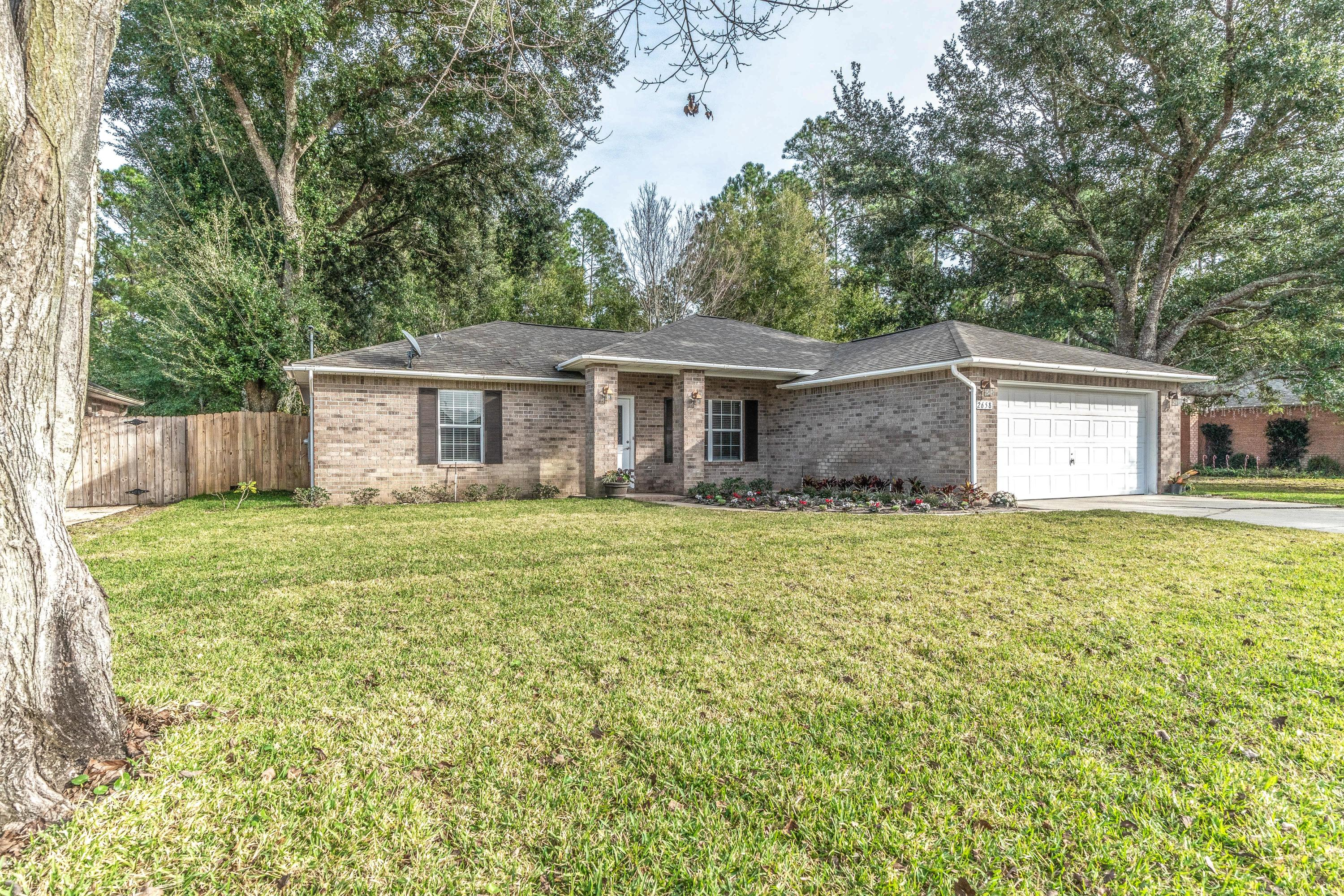 Photo of home for sale at 2658 Hidden Estates, Navarre FL