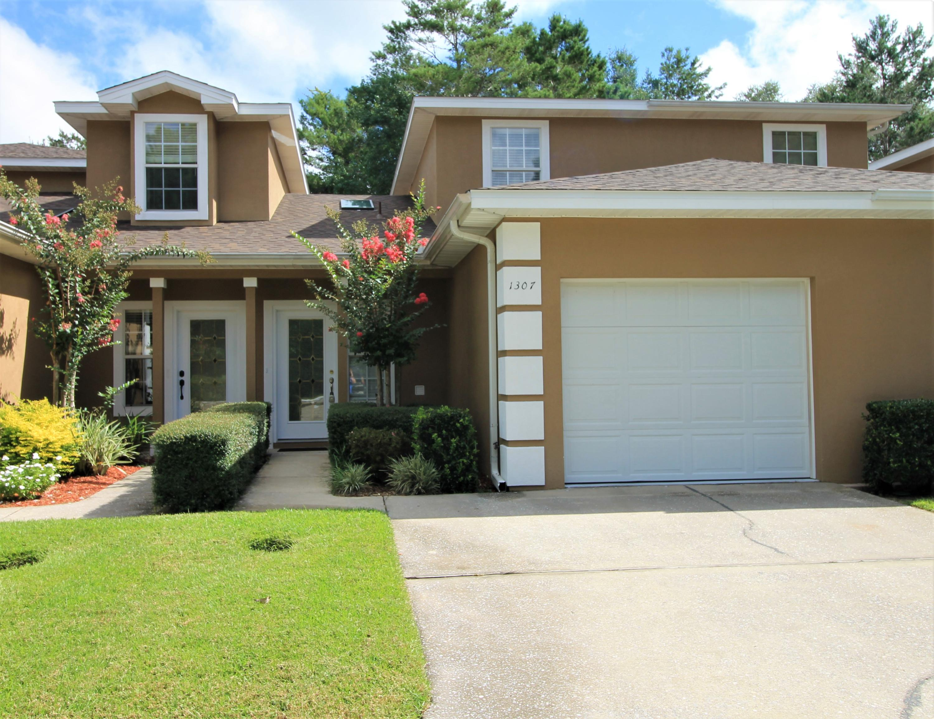 Photo of home for sale at 1307 Treasure, Niceville FL
