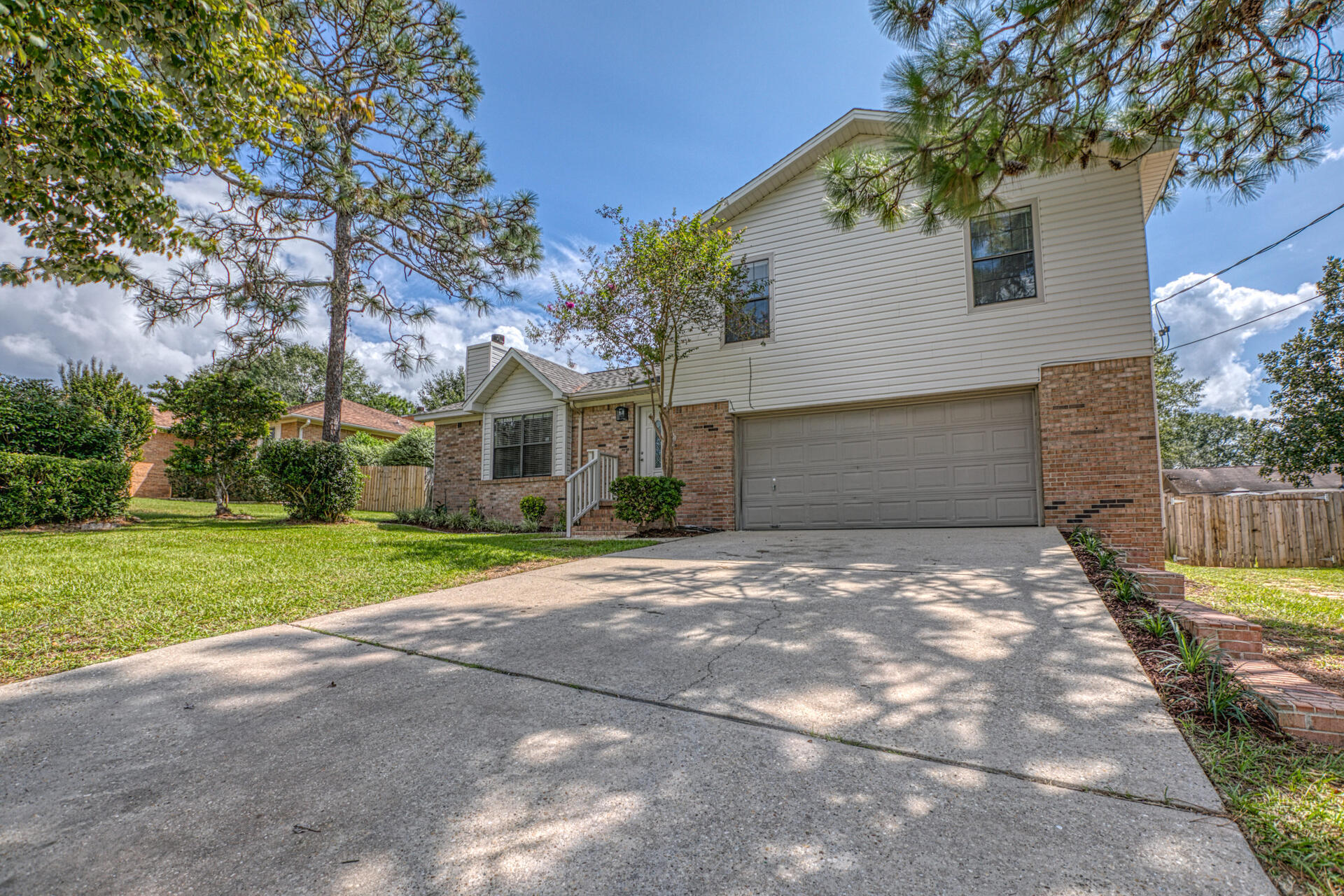 Photo of home for sale at 205 Southview, Crestview FL