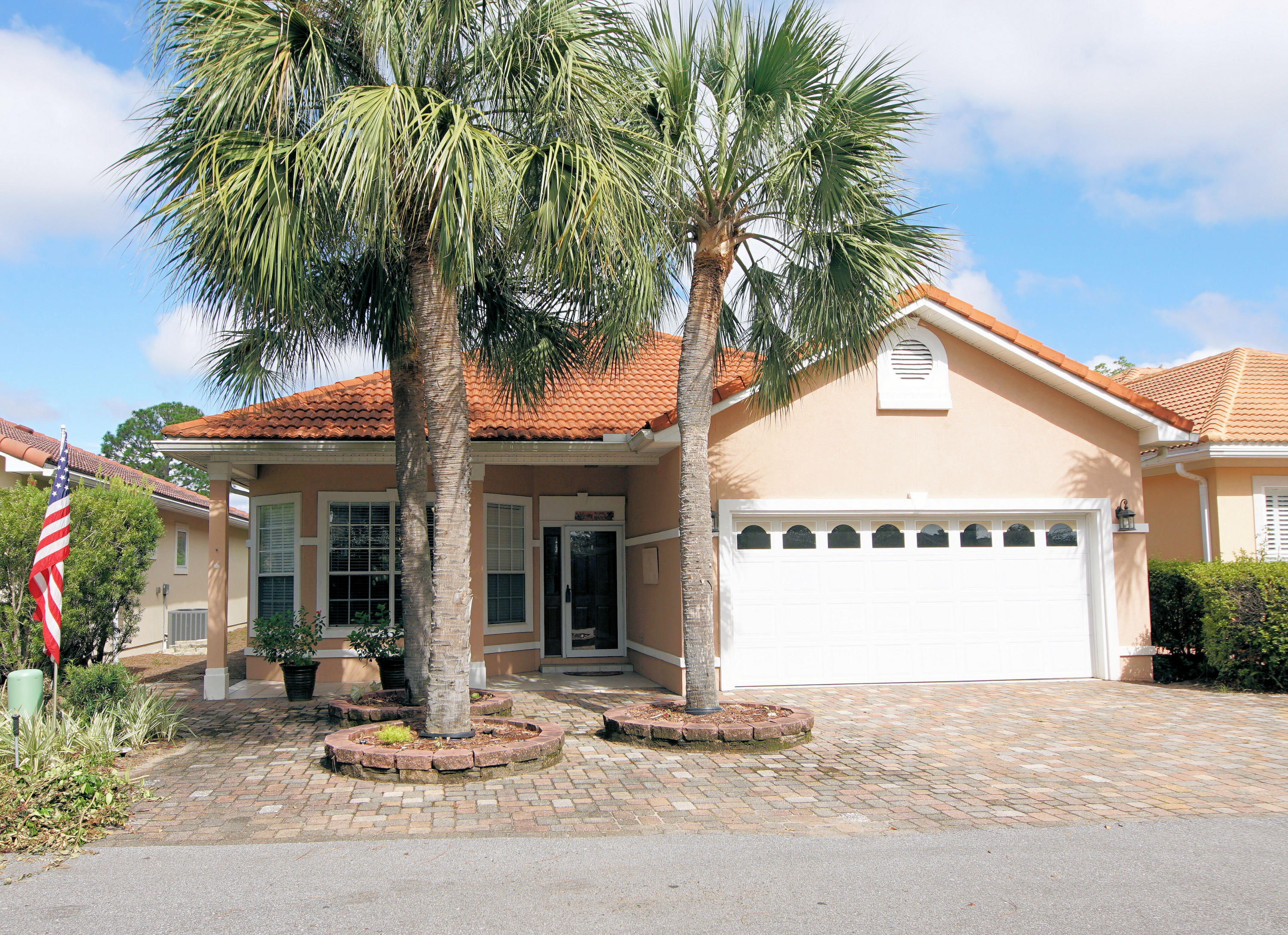 Photo of home for sale at 4321 Sunset Beach, Niceville FL