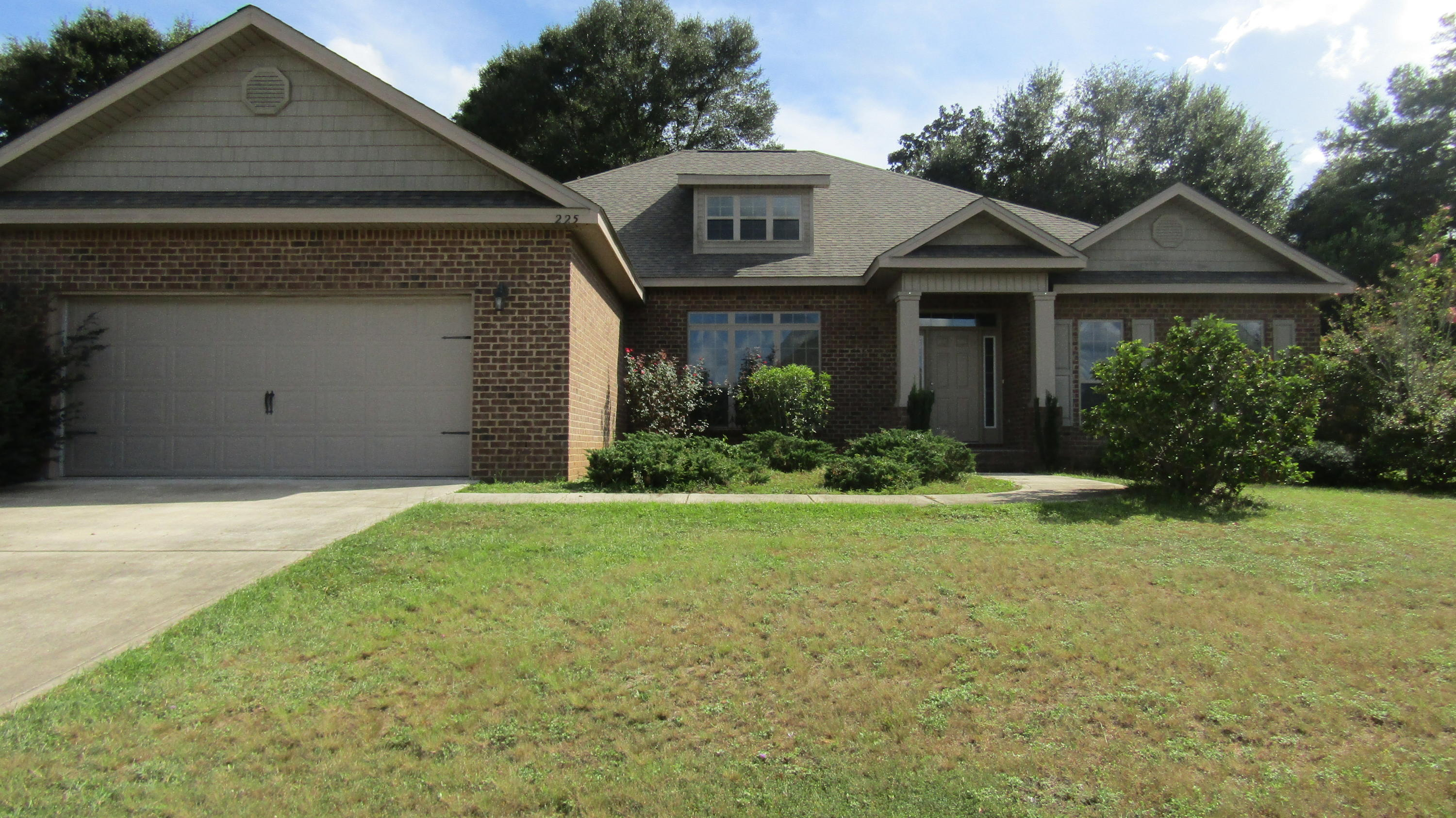 Photo of home for sale at 225 Paradise Palm, Crestview FL