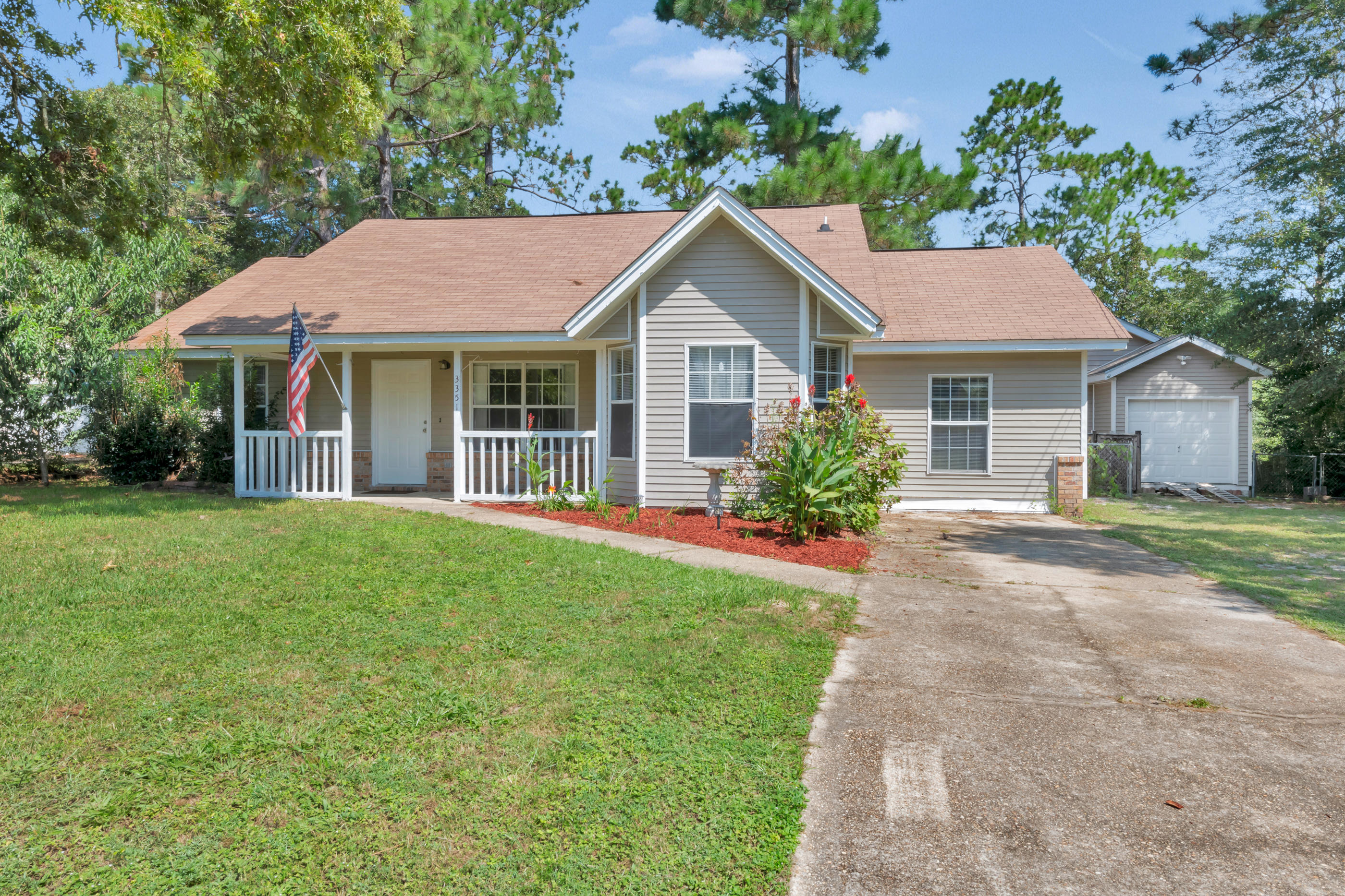 Photo of home for sale at 3351 Shoal Creek, Crestview FL