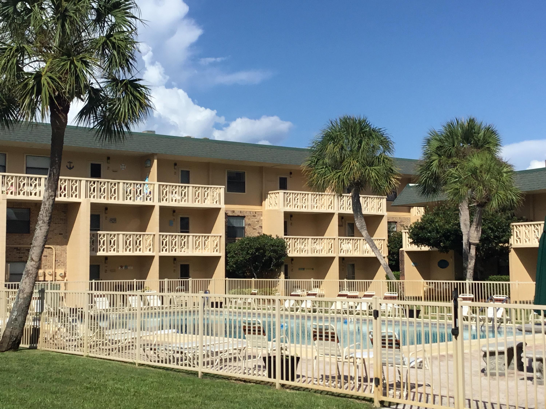 Photo of home for sale at 885 Santa Rosa Blvd, Fort Walton Beach FL