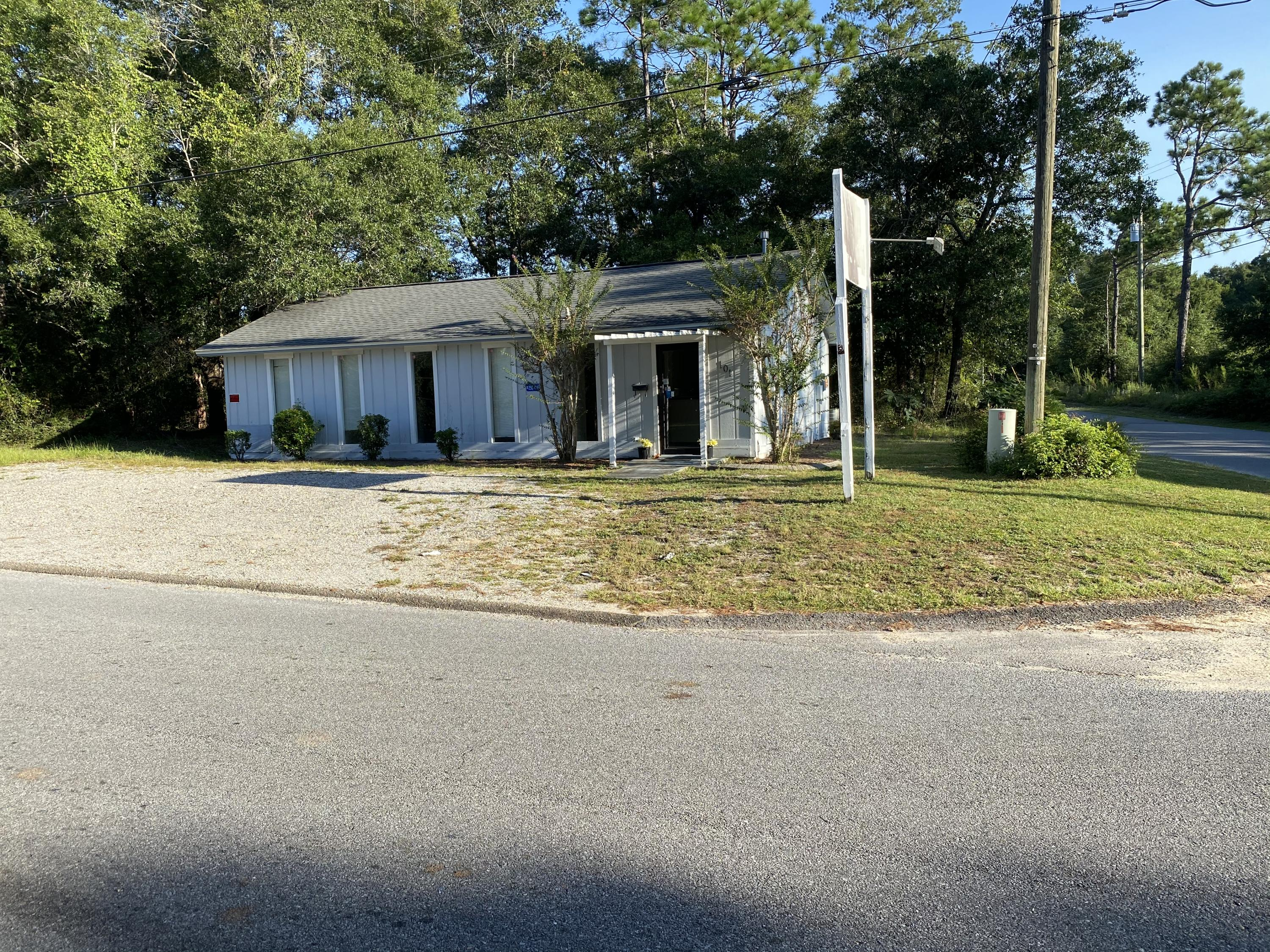 Photo of home for sale at 101 Duggan, Crestview FL