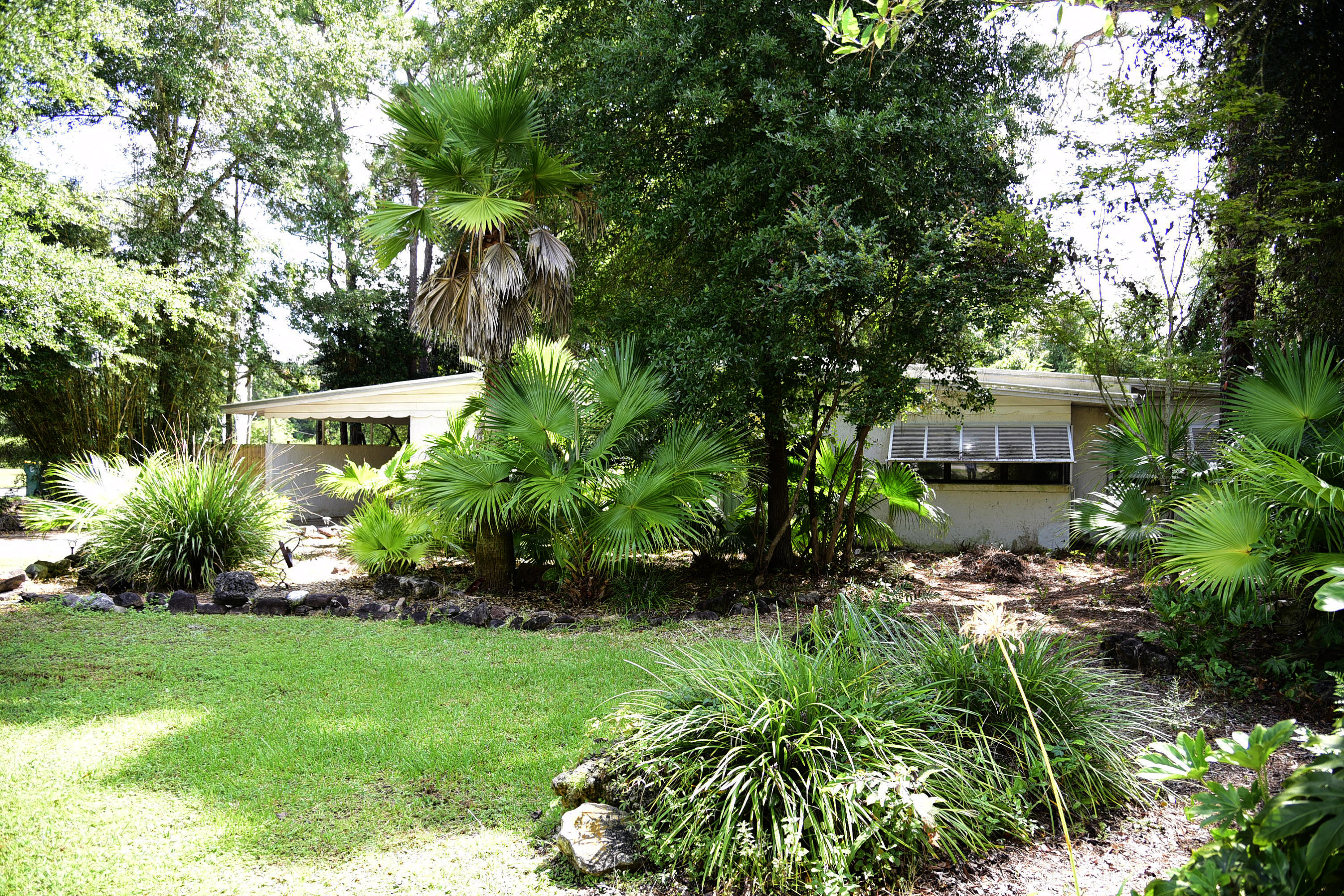 Photo of home for sale at 2 Bayview, Shalimar FL