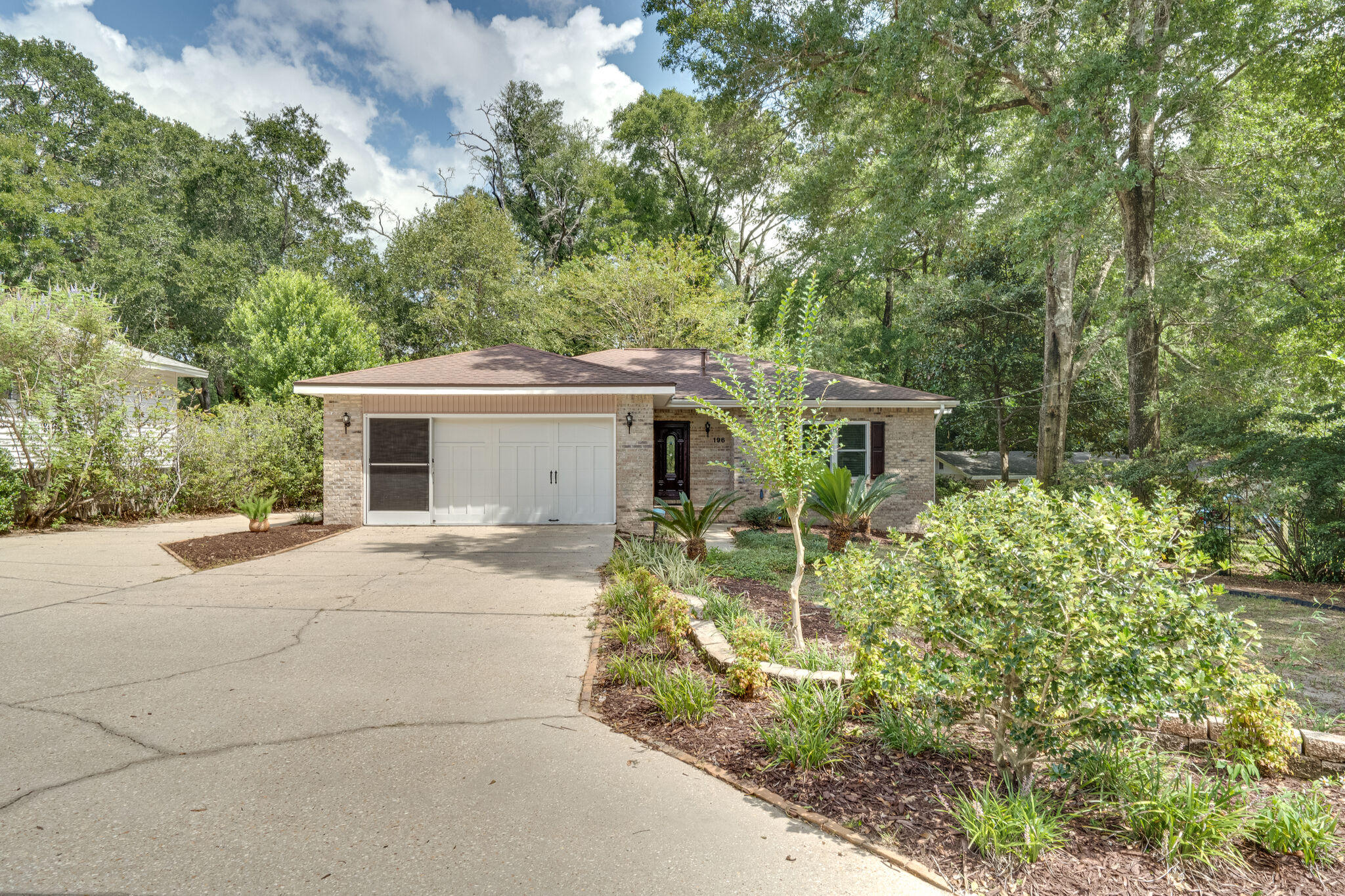 Photo of home for sale at 196 Chicago, Valparaiso FL