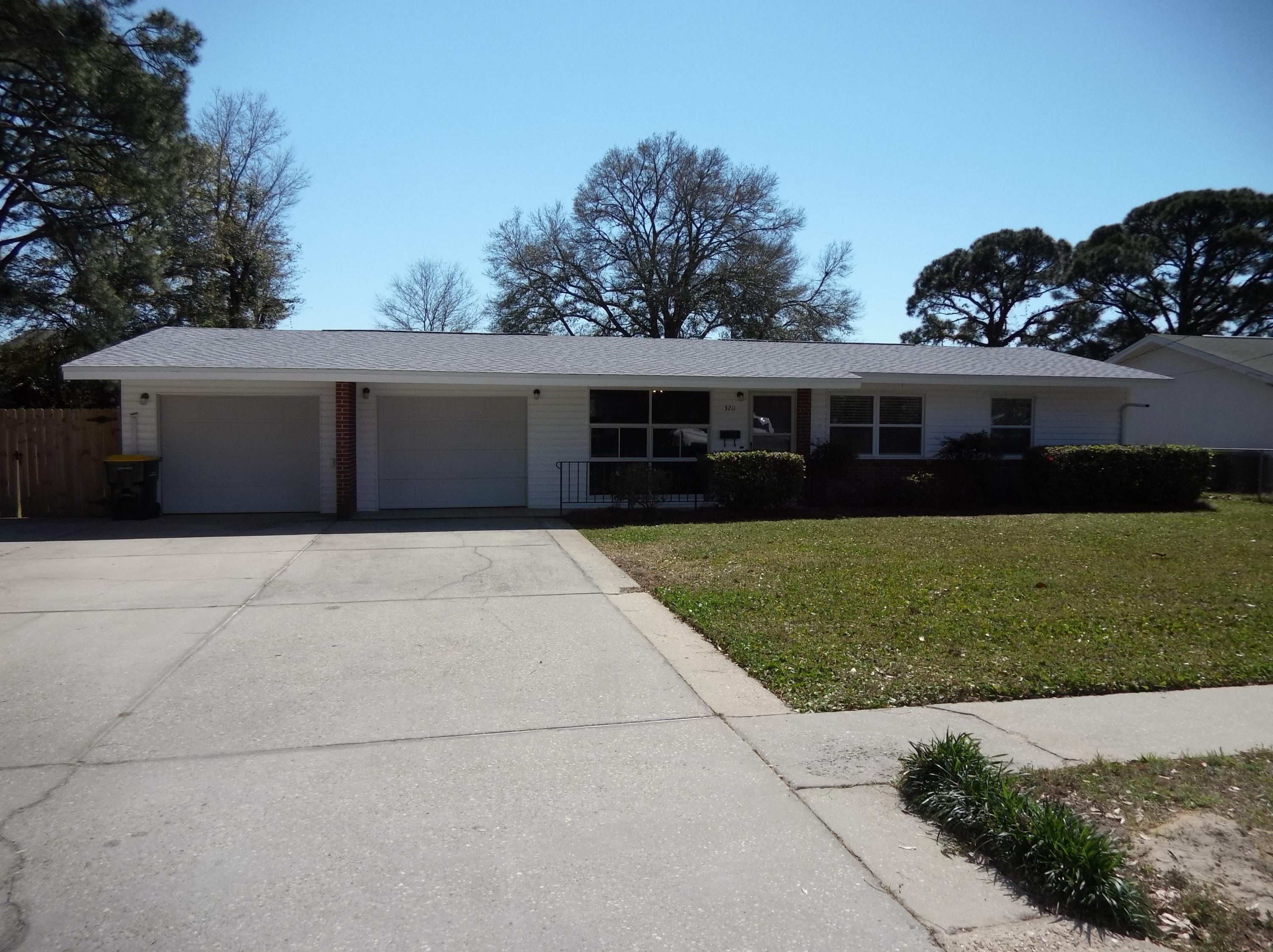 Photo of home for sale at 320 Coral, Fort Walton Beach FL