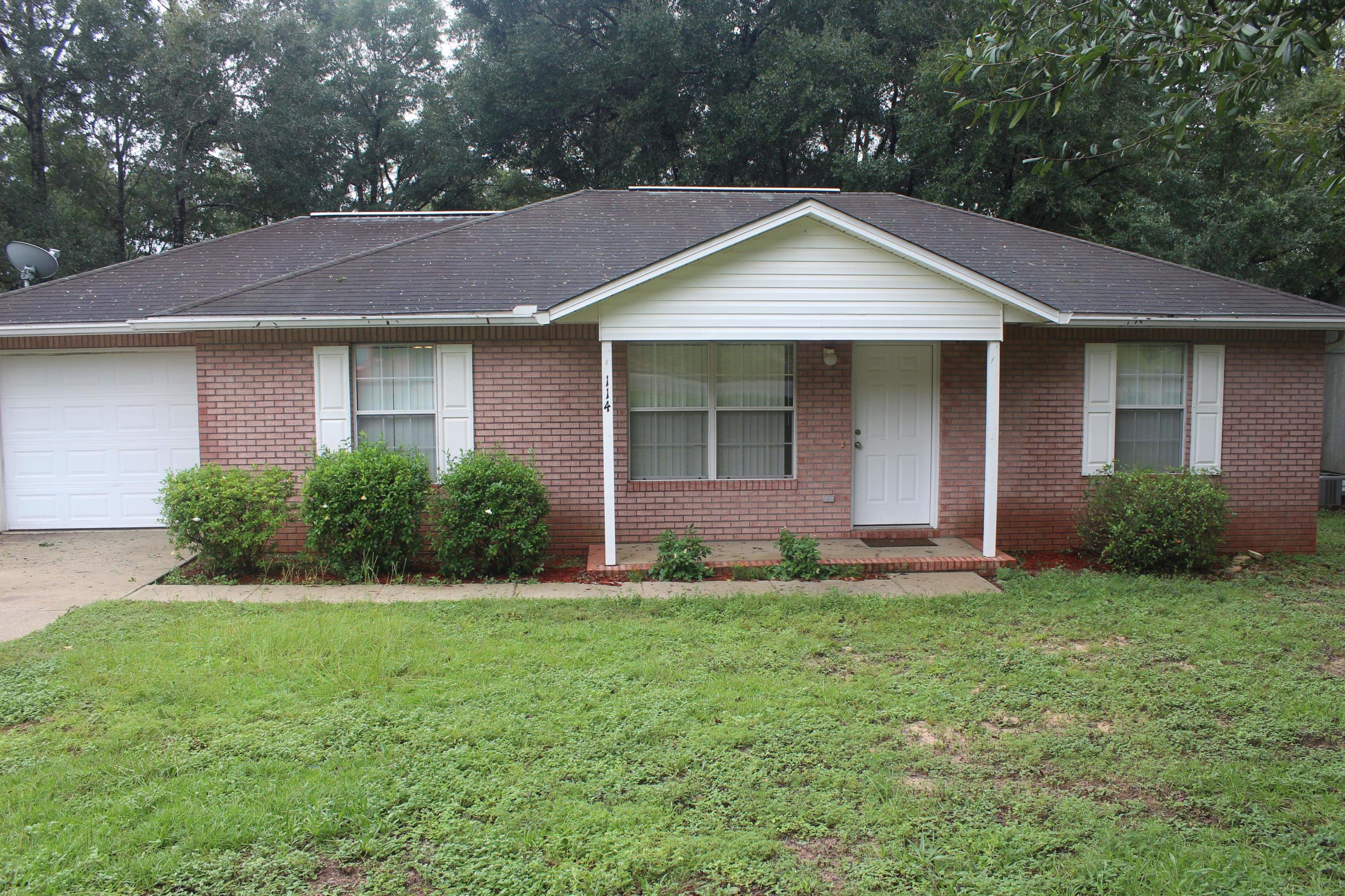 Photo of home for sale at 114 Jeff, Crestview FL