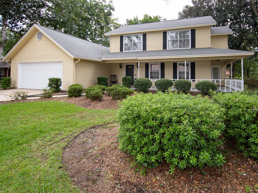 Photo of home for sale at 344 Oaklake, Niceville FL