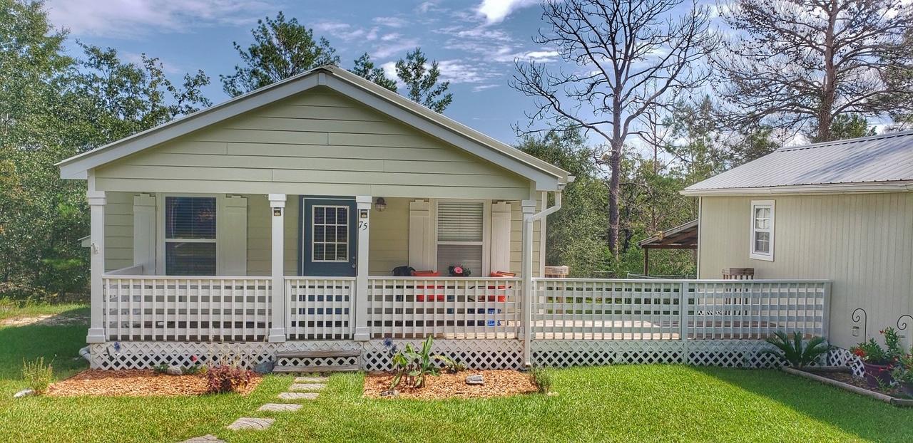 Photo of home for sale at 75 Sibelius, Defuniak Springs FL