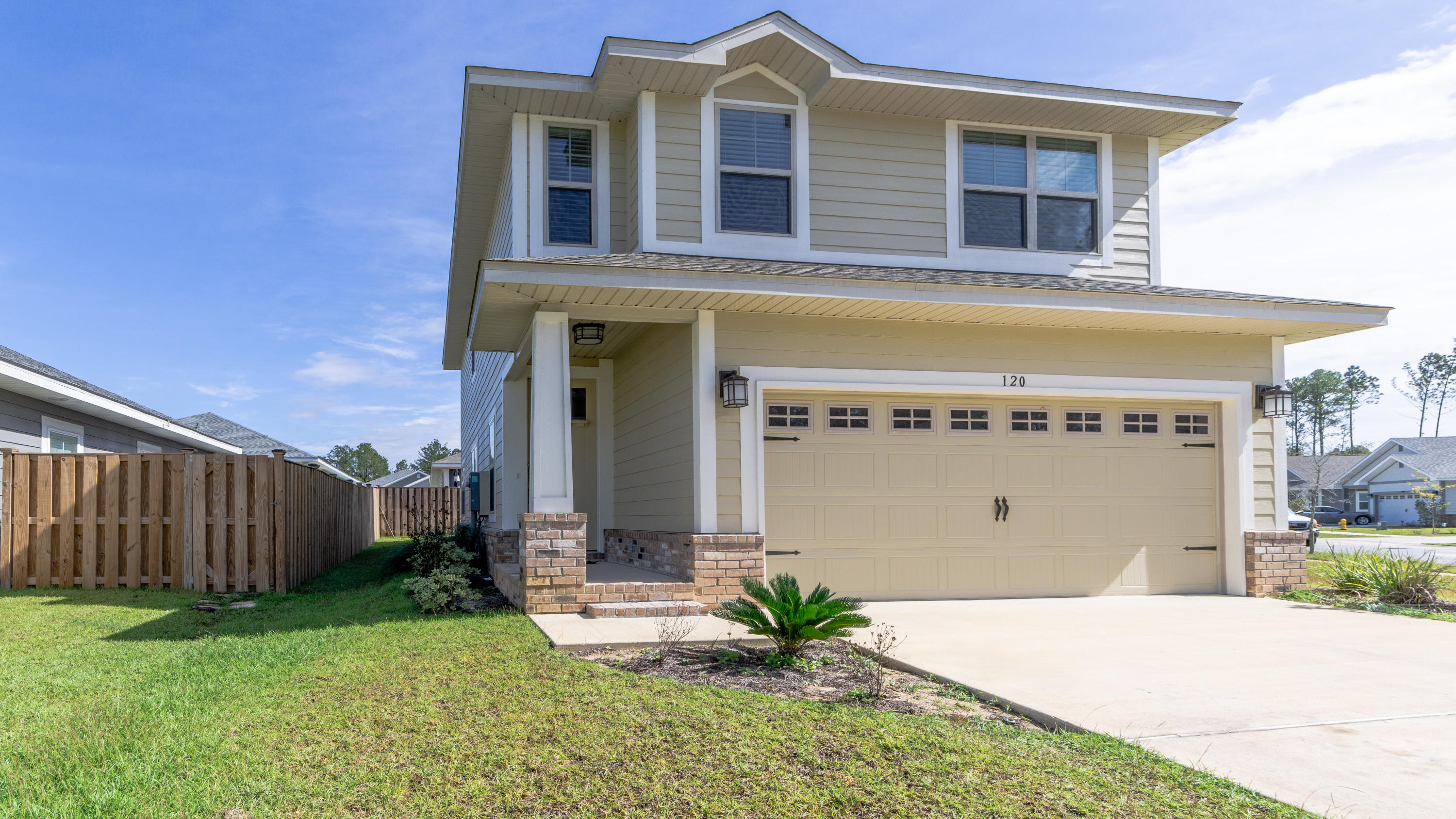 Photo of home for sale at 120 Brandywine, Freeport FL