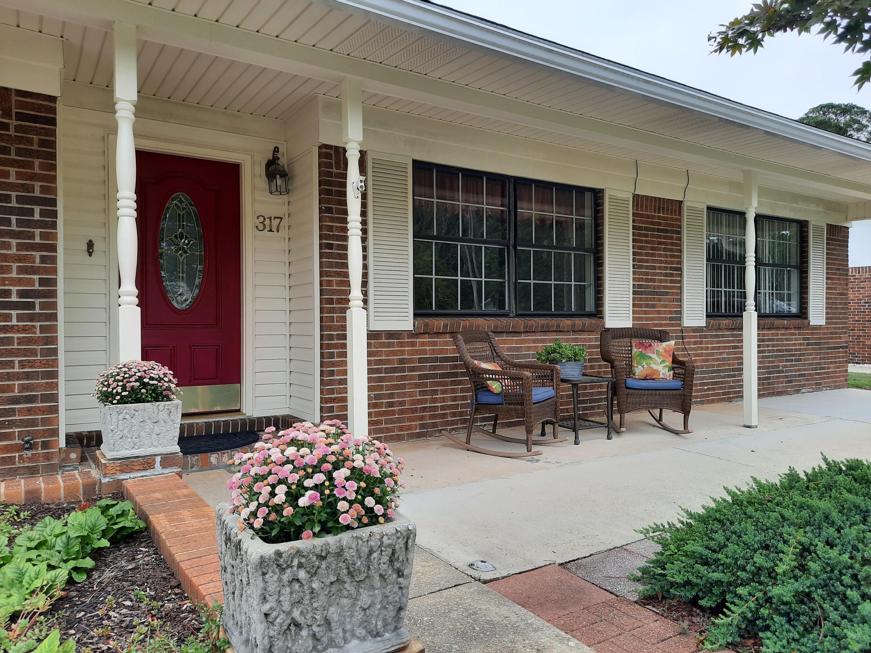 Photo of home for sale at 317 Pontevedra, Niceville FL