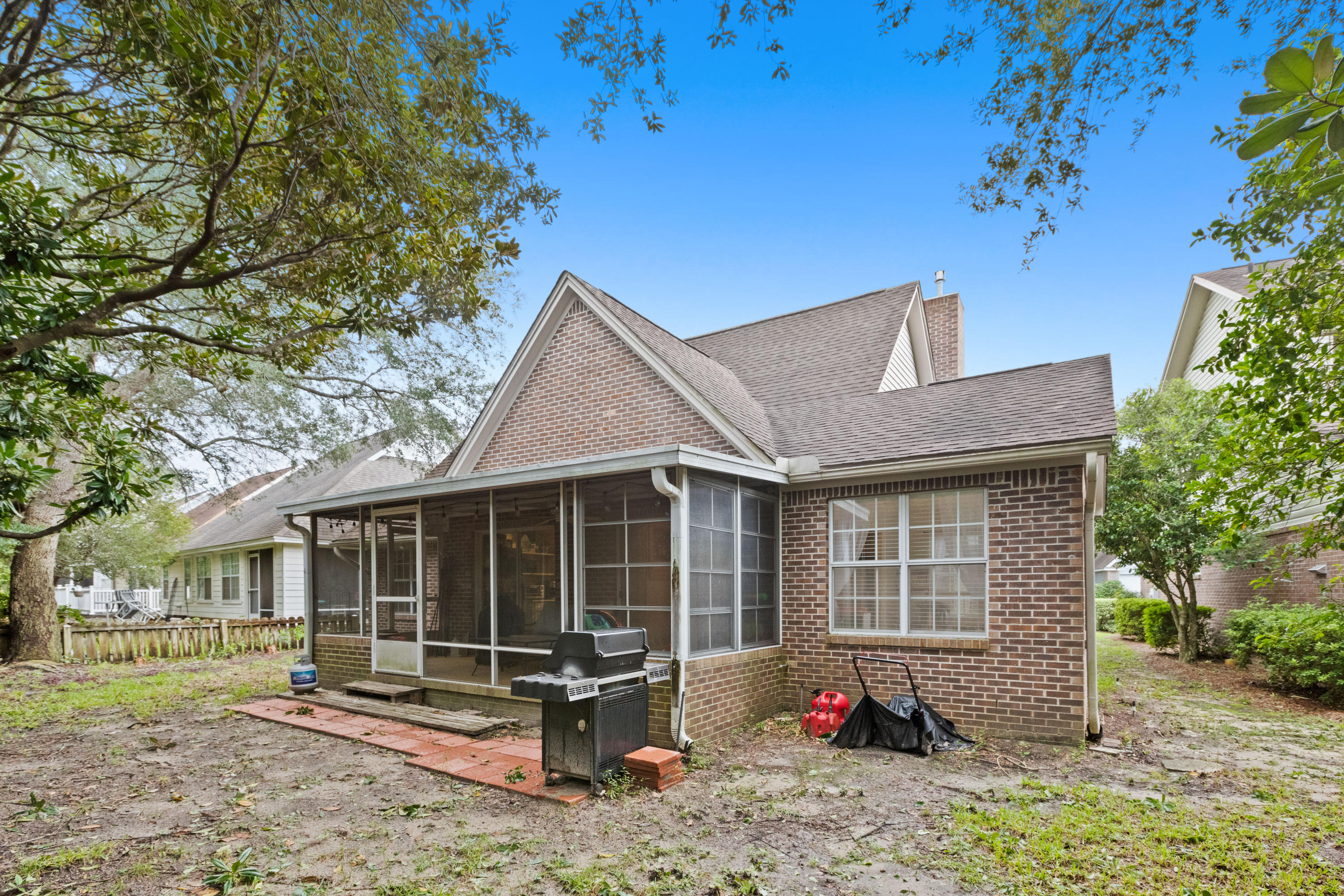 Photo of home for sale at 723 Putter, Niceville FL
