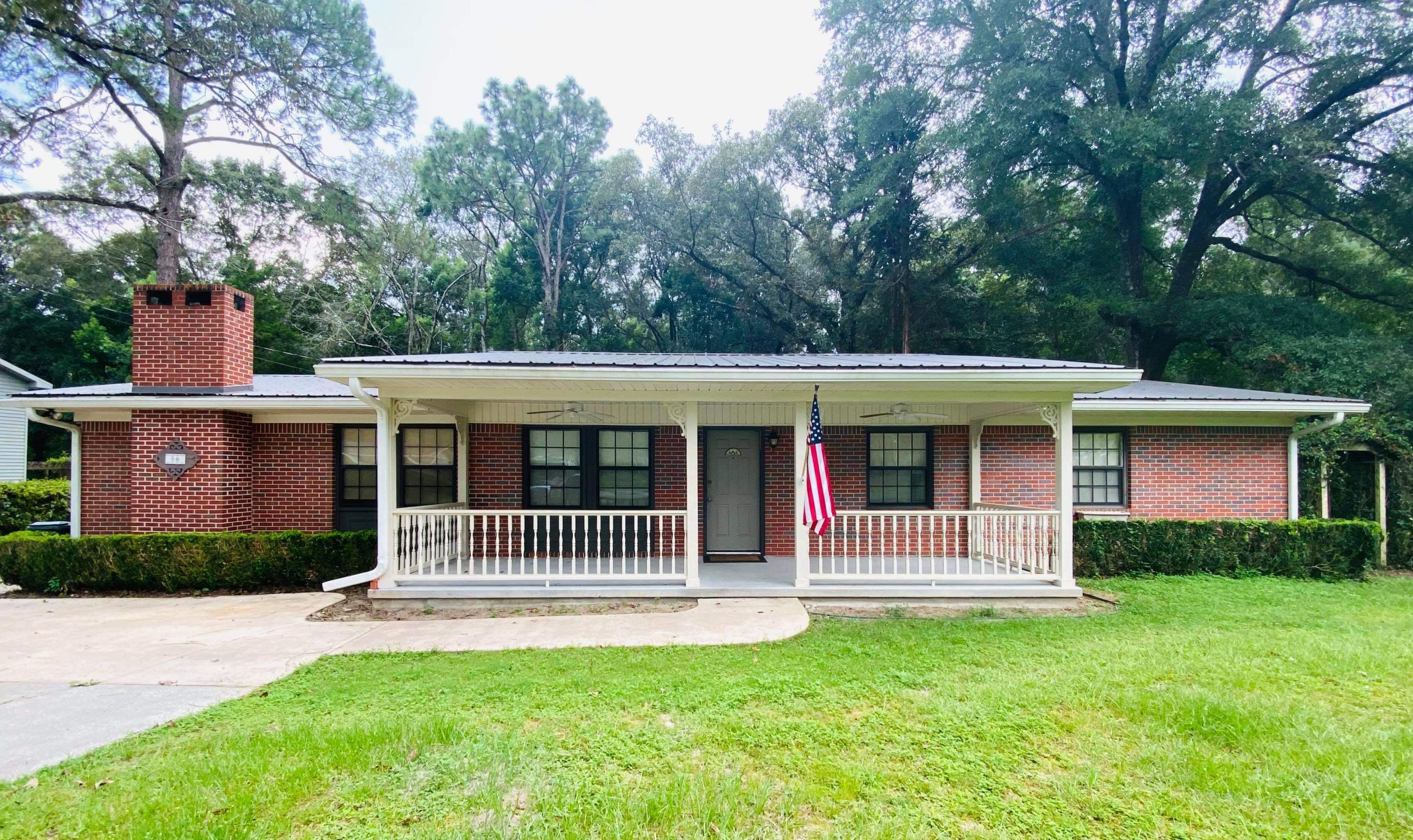 Photo of home for sale at 50 Oaklawn, Defuniak Springs FL