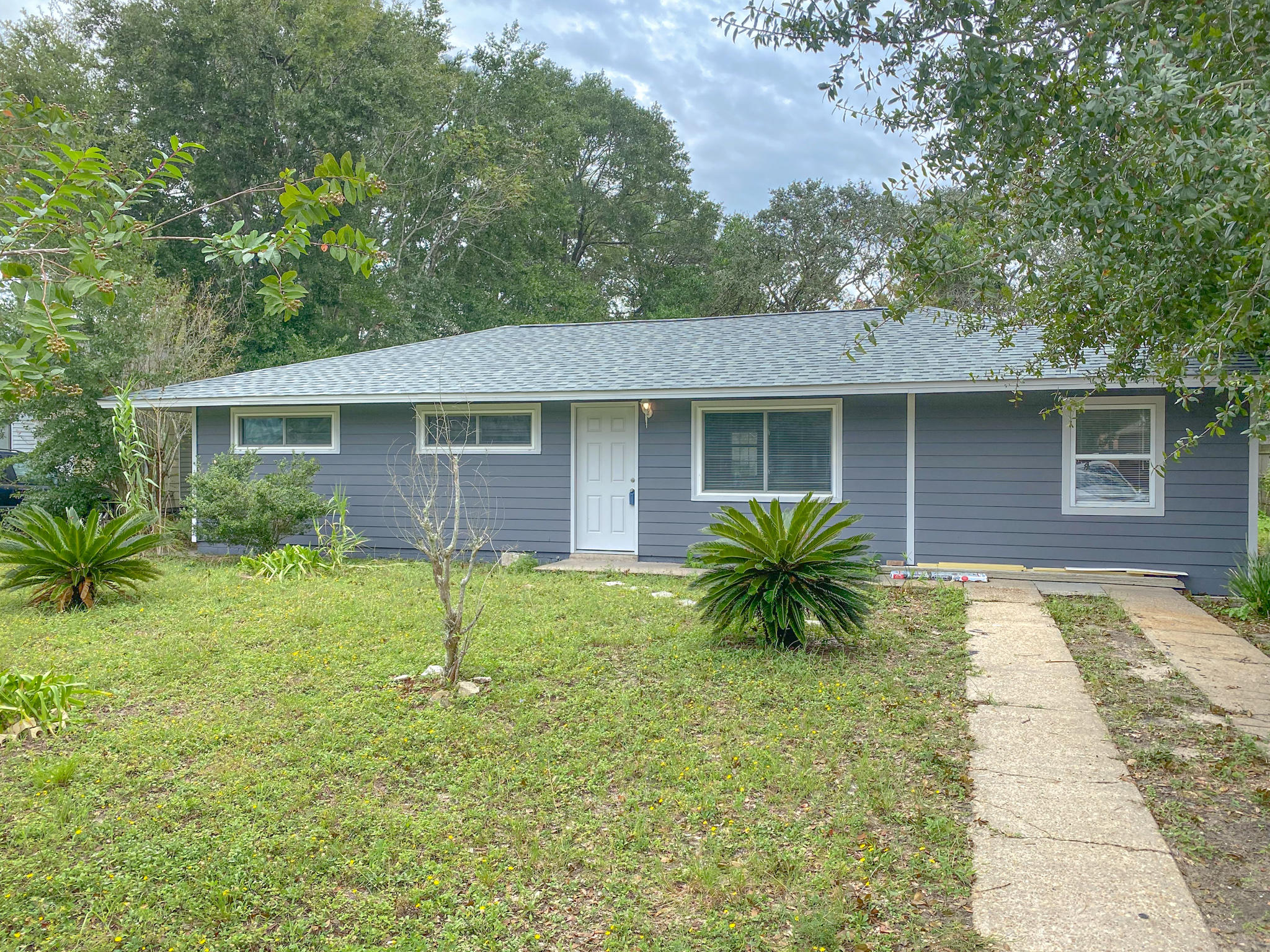Photo of home for sale at 24 Maples, Fort Walton Beach FL
