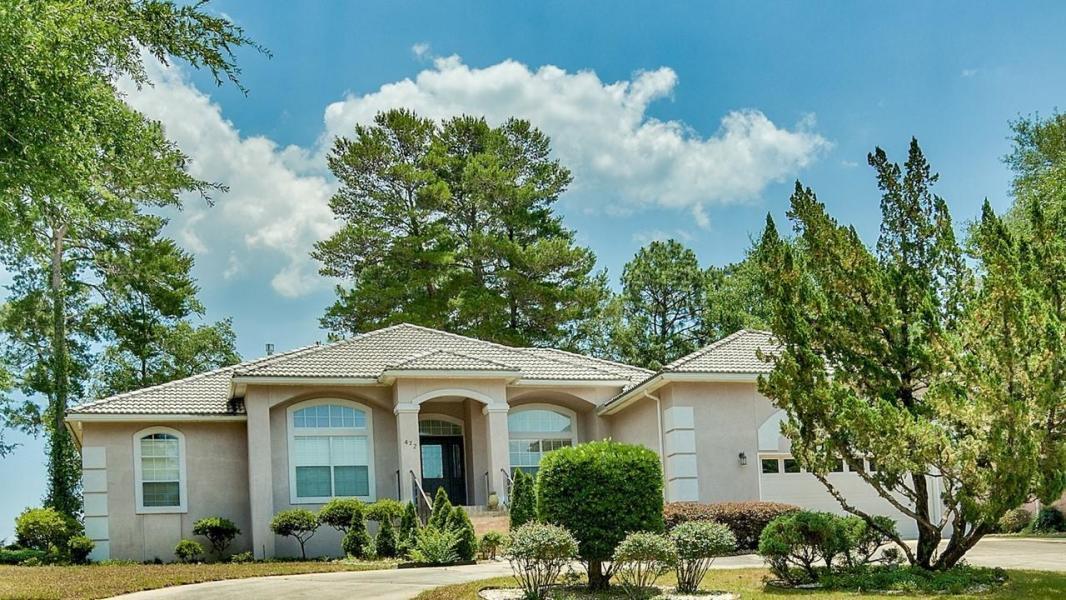 A 3 Bedroom 2 Bedroom Rocky Bayou Country Club Estates 9 Rental