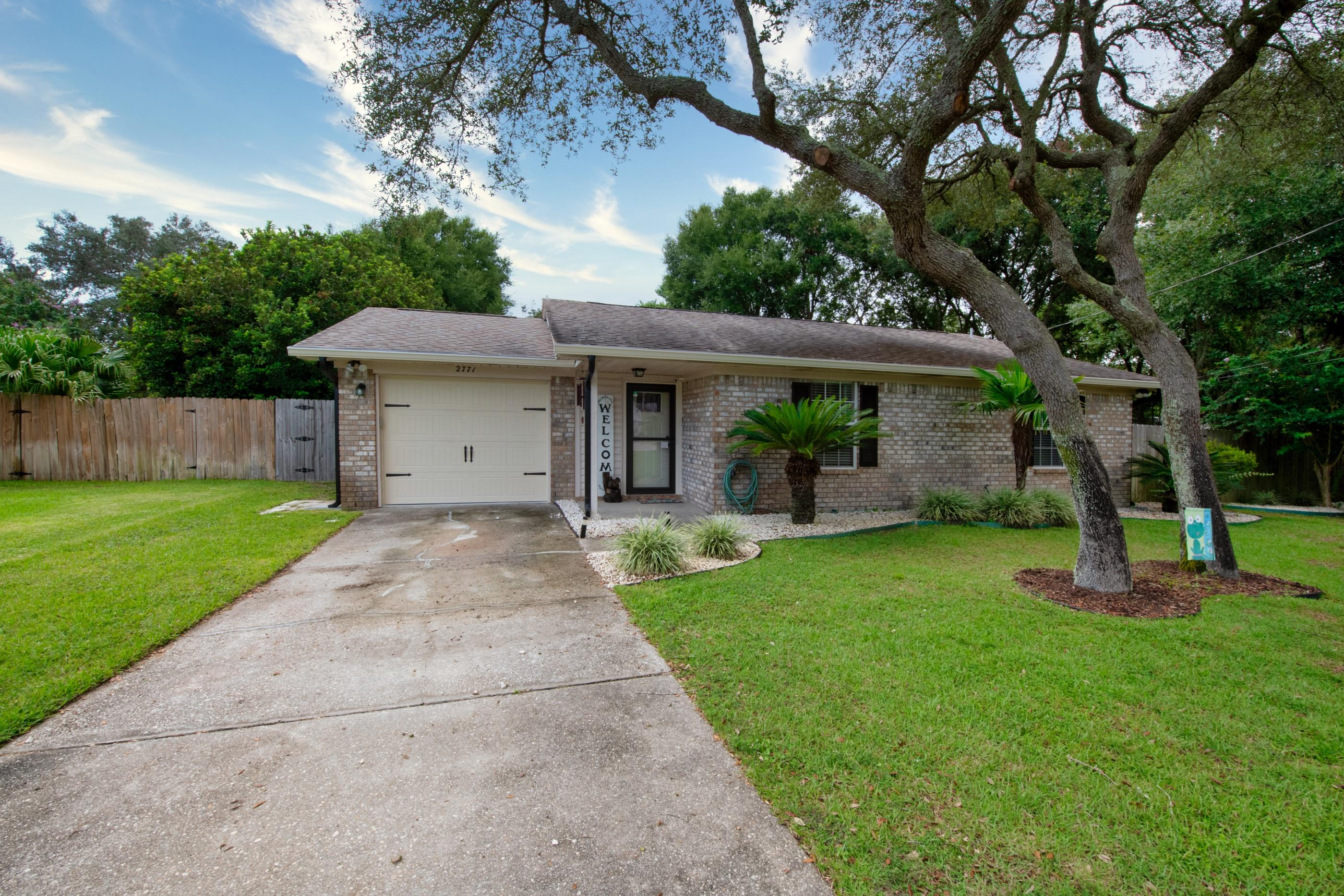 Photo of home for sale at 2771 Hillview, Navarre FL