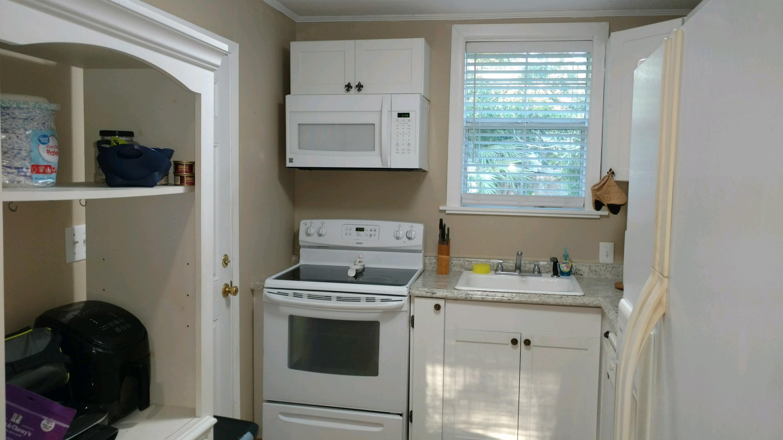 Photo of home for sale at 214 Seminole, Valparaiso FL