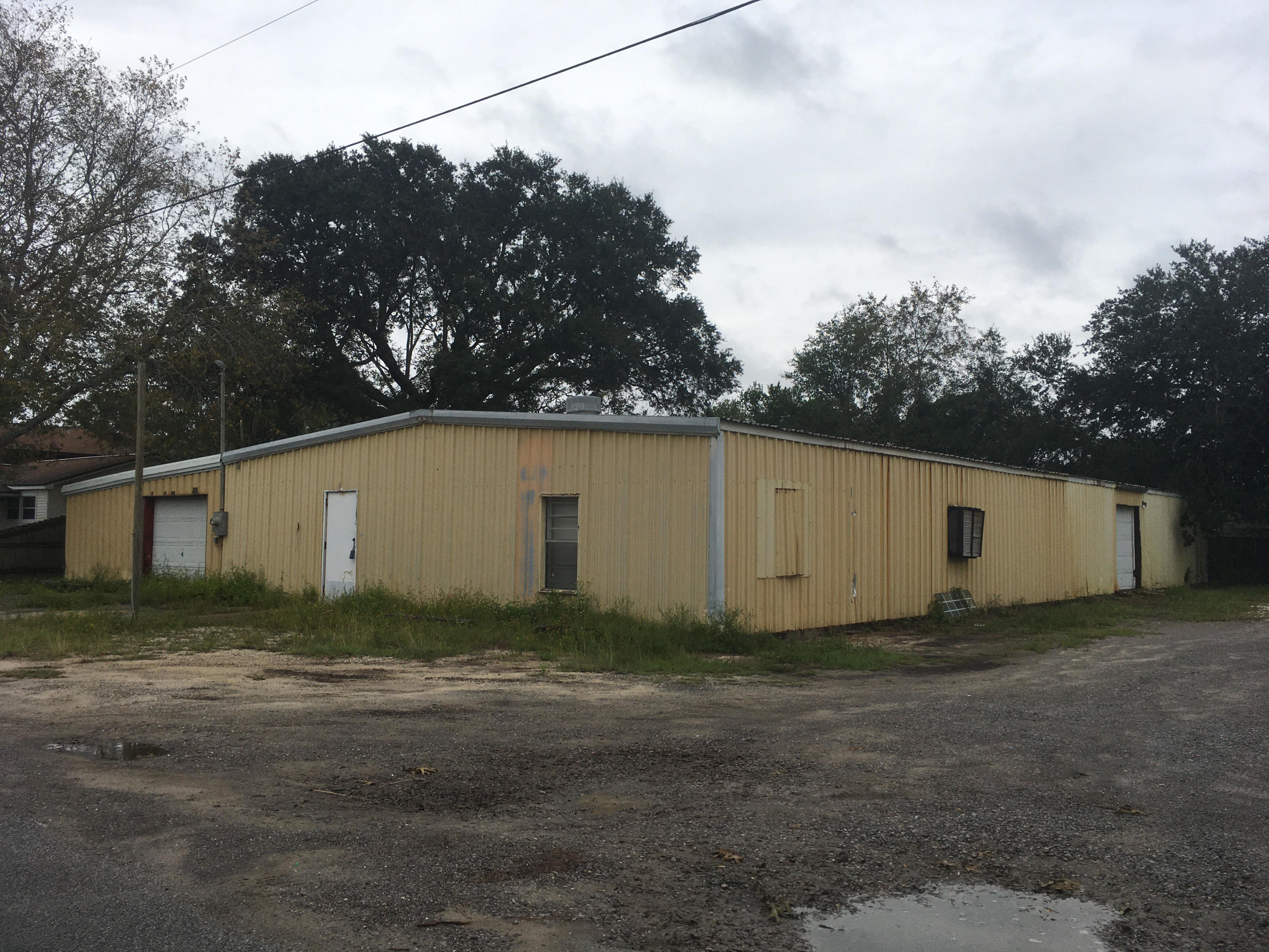Photo of home for sale at 397 Lowery, Fort Walton Beach FL