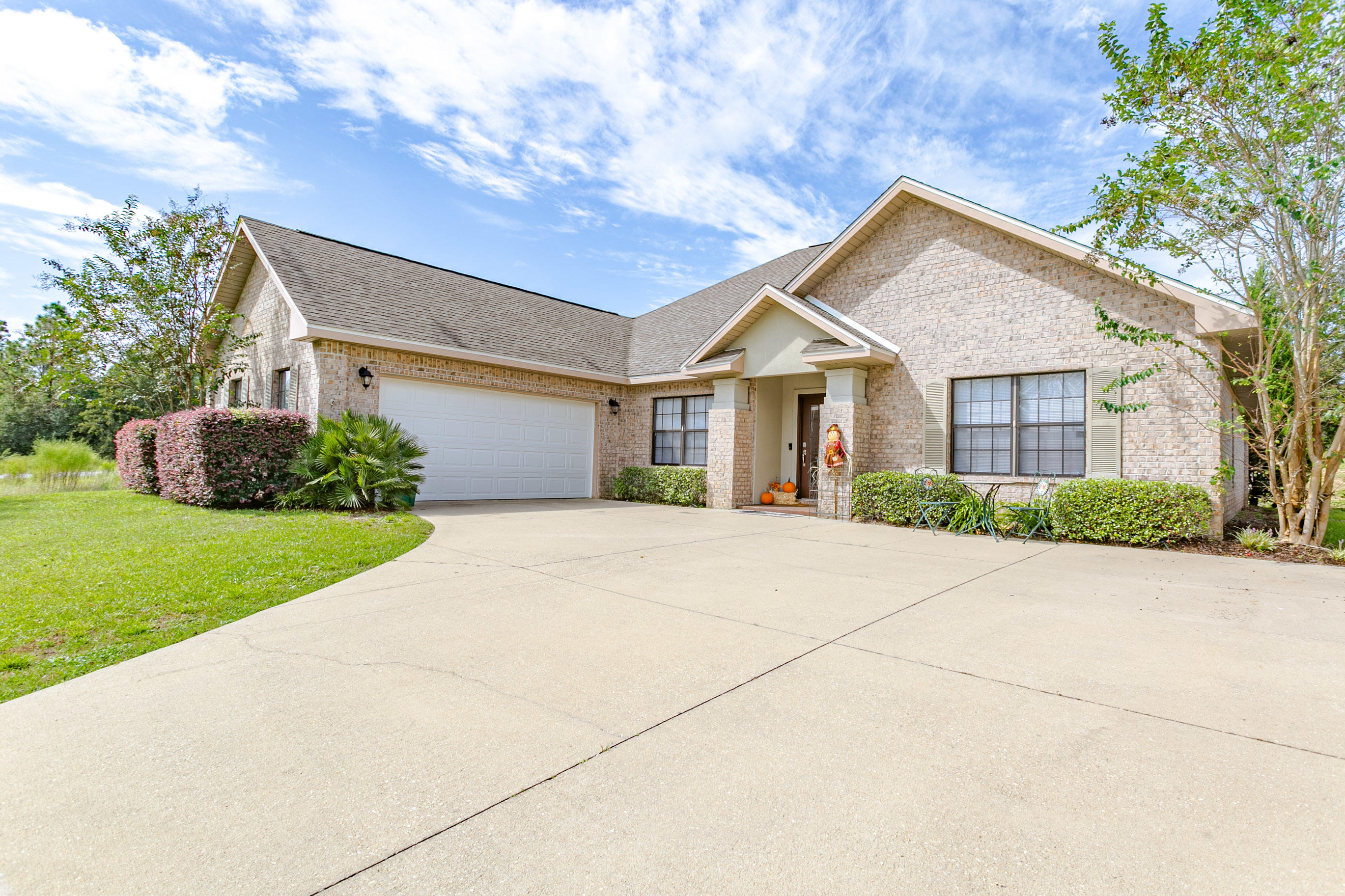 Photo of home for sale at 3267 Chapelwood, Crestview FL