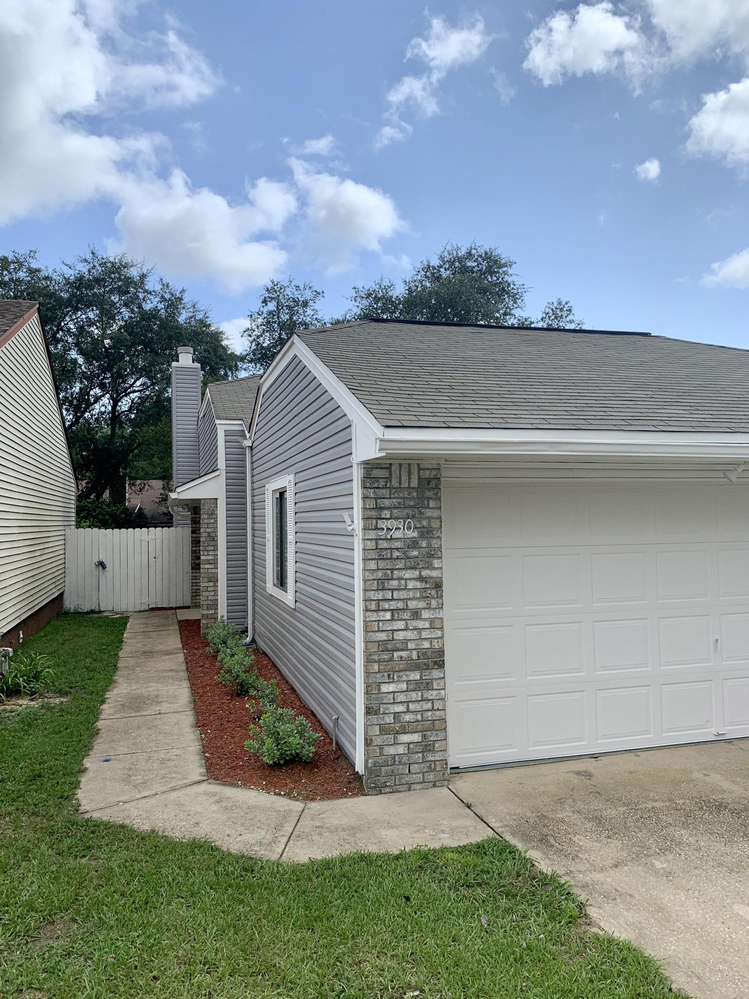 Photo of home for sale at 3930 Balsam, Niceville FL