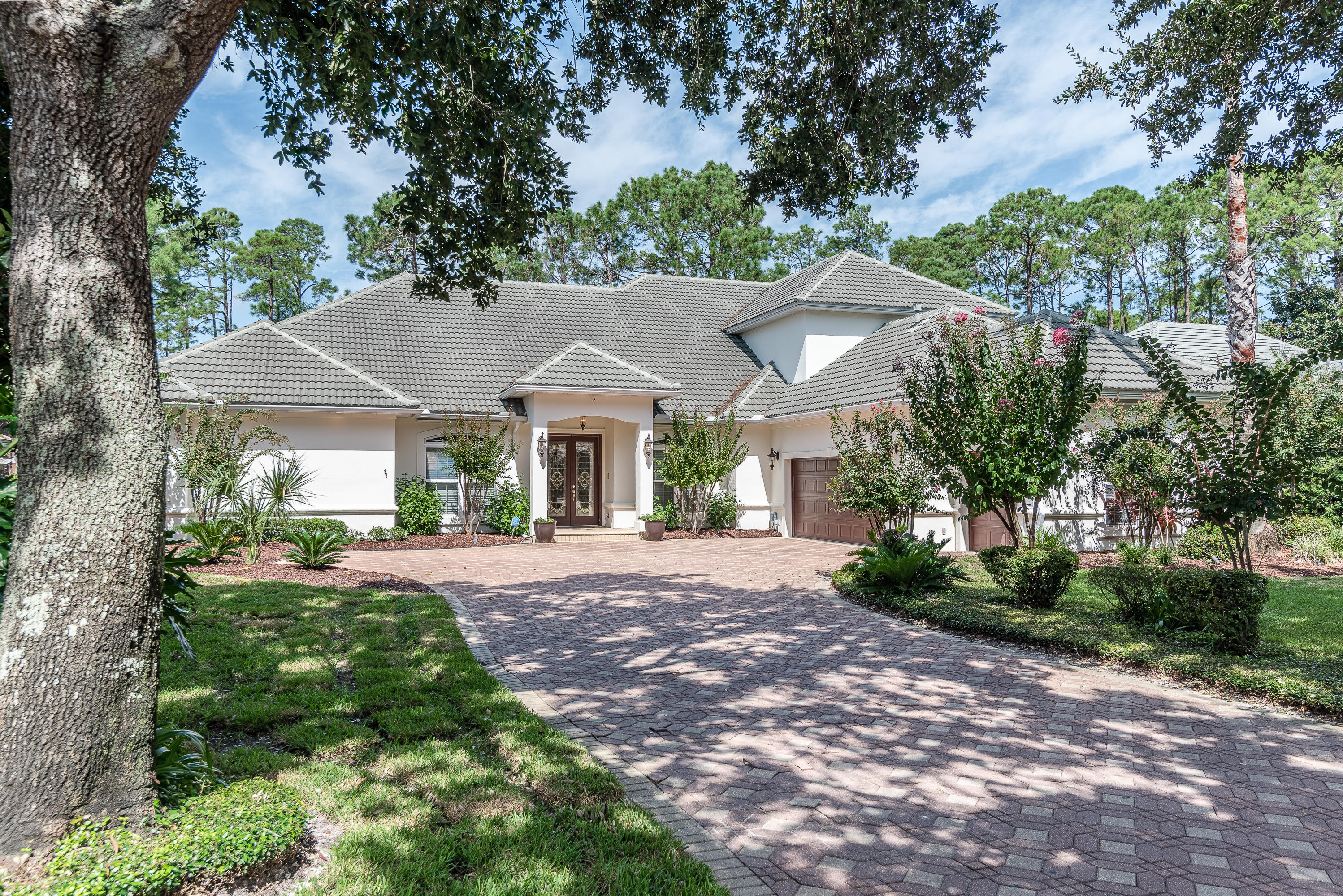 Photo of home for sale at 432 Admiral, Destin FL