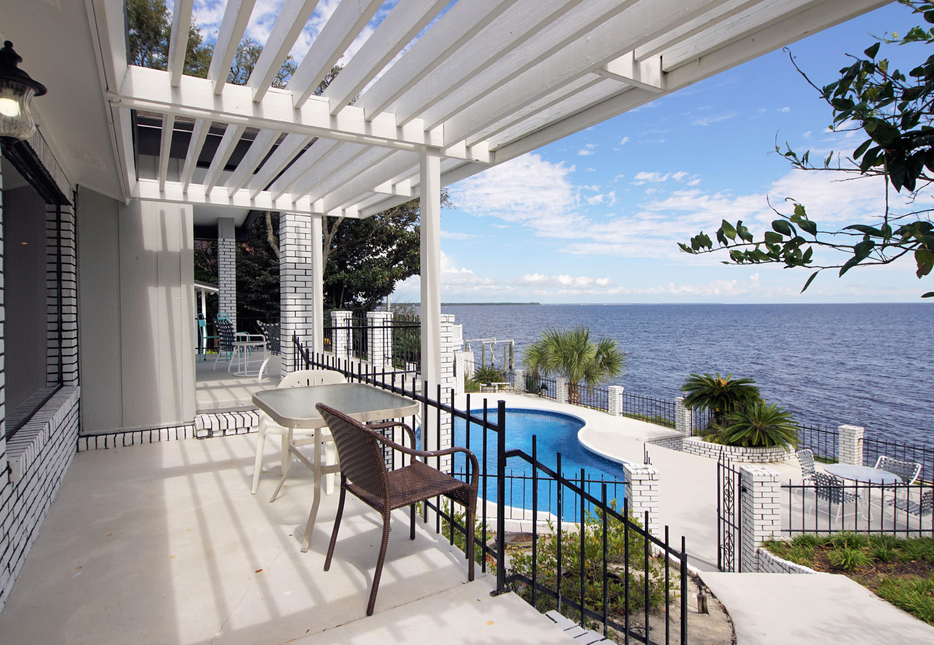 Photo of home for sale at 13 Country Club, Shalimar FL