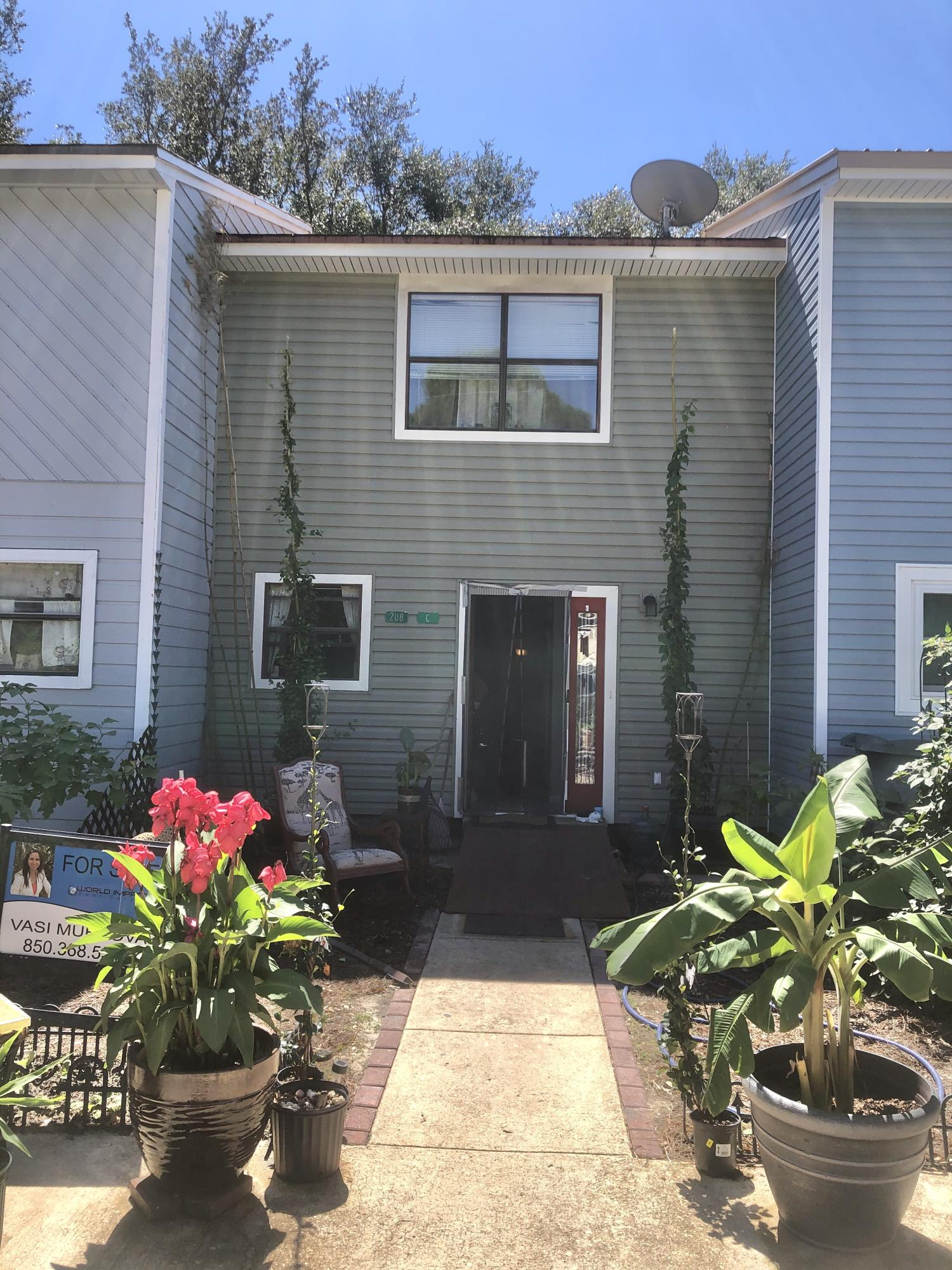 Photo of home for sale at 208 3rd, Fort Walton Beach FL