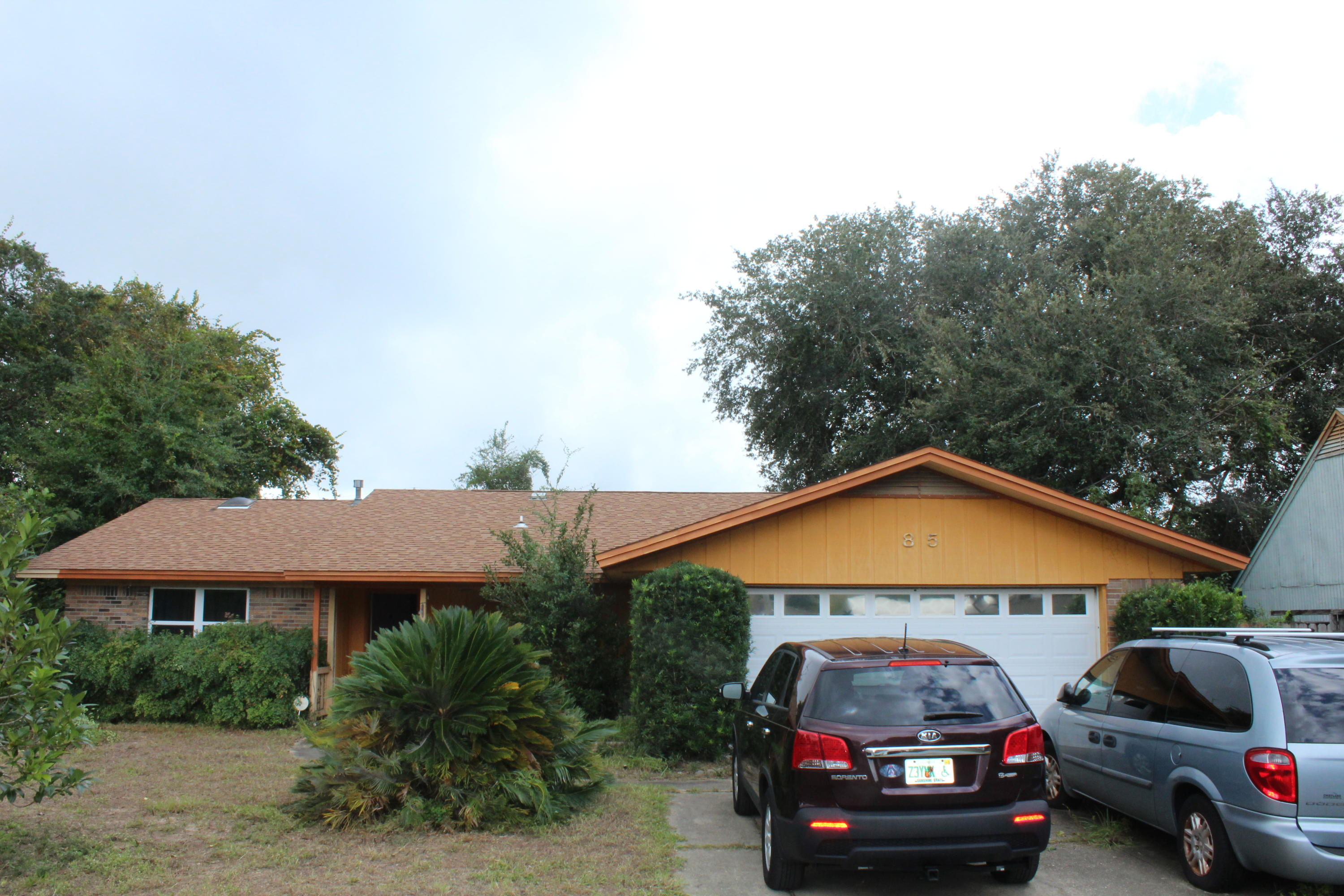 Photo of home for sale at 85 12th, Shalimar FL