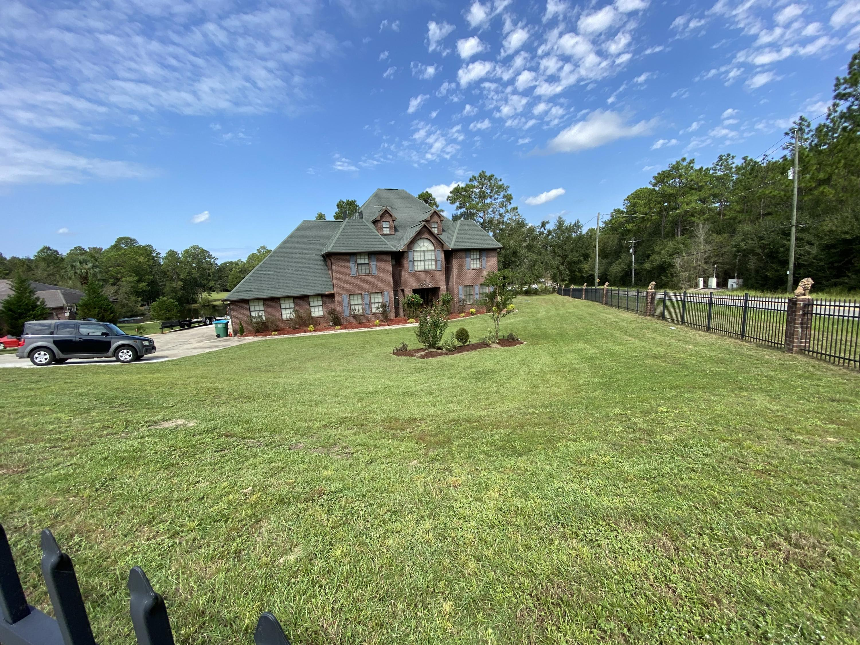 Photo of home for sale at 100 Sioux, Crestview FL