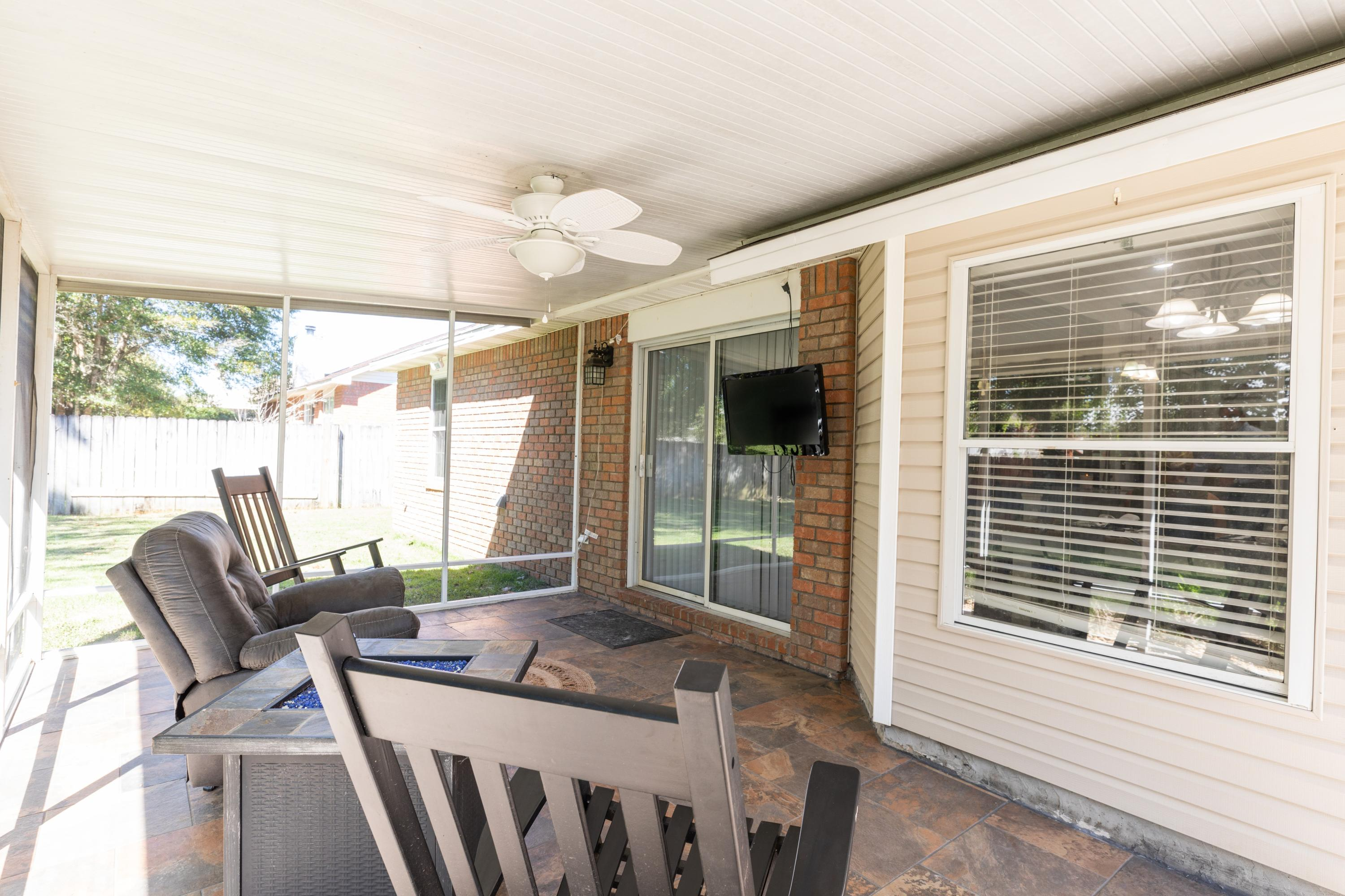 Photo of home for sale at 2820 Geronimo, Crestview FL