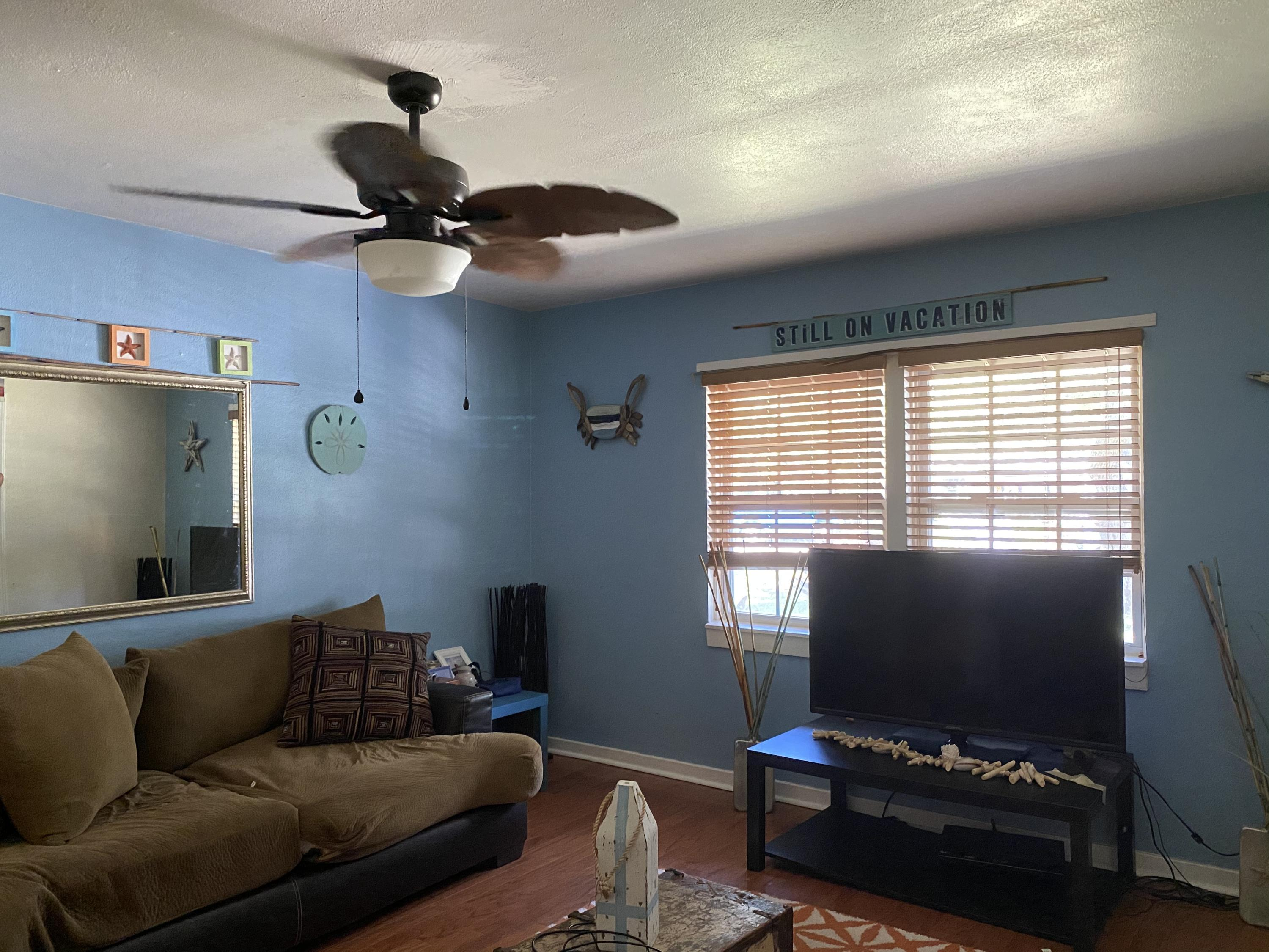 Photo of home for sale at 304 Gardner, Fort Walton Beach FL