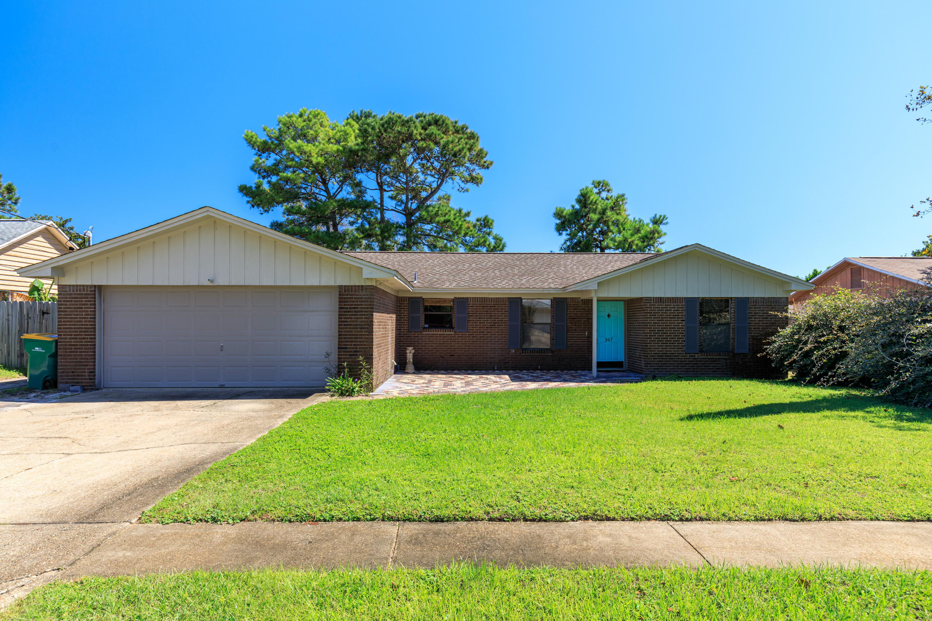 Photo of home for sale at 367 Evergreen, Destin FL