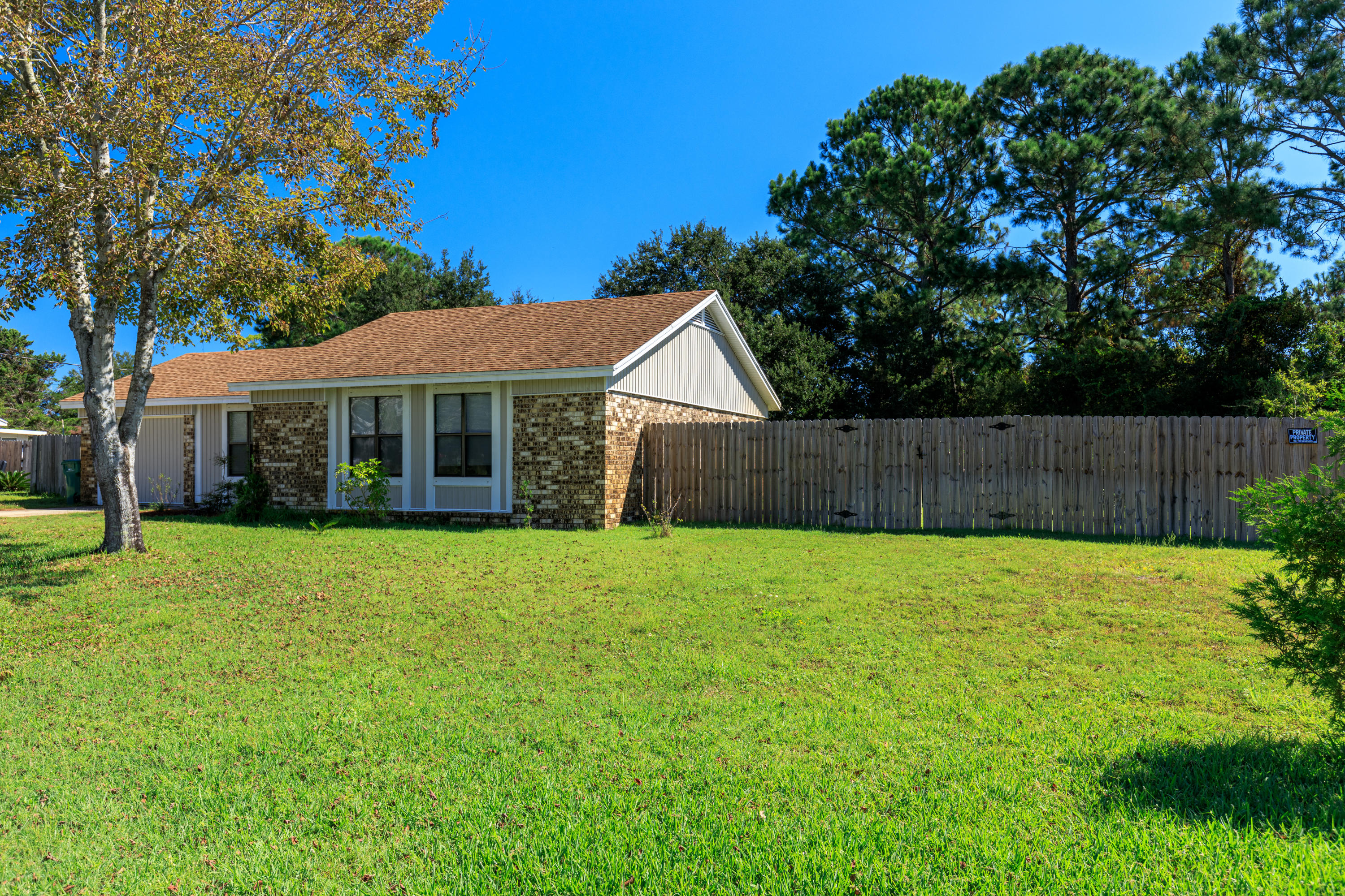 Photo of home for sale at 309 Morgan, Mary Esther FL