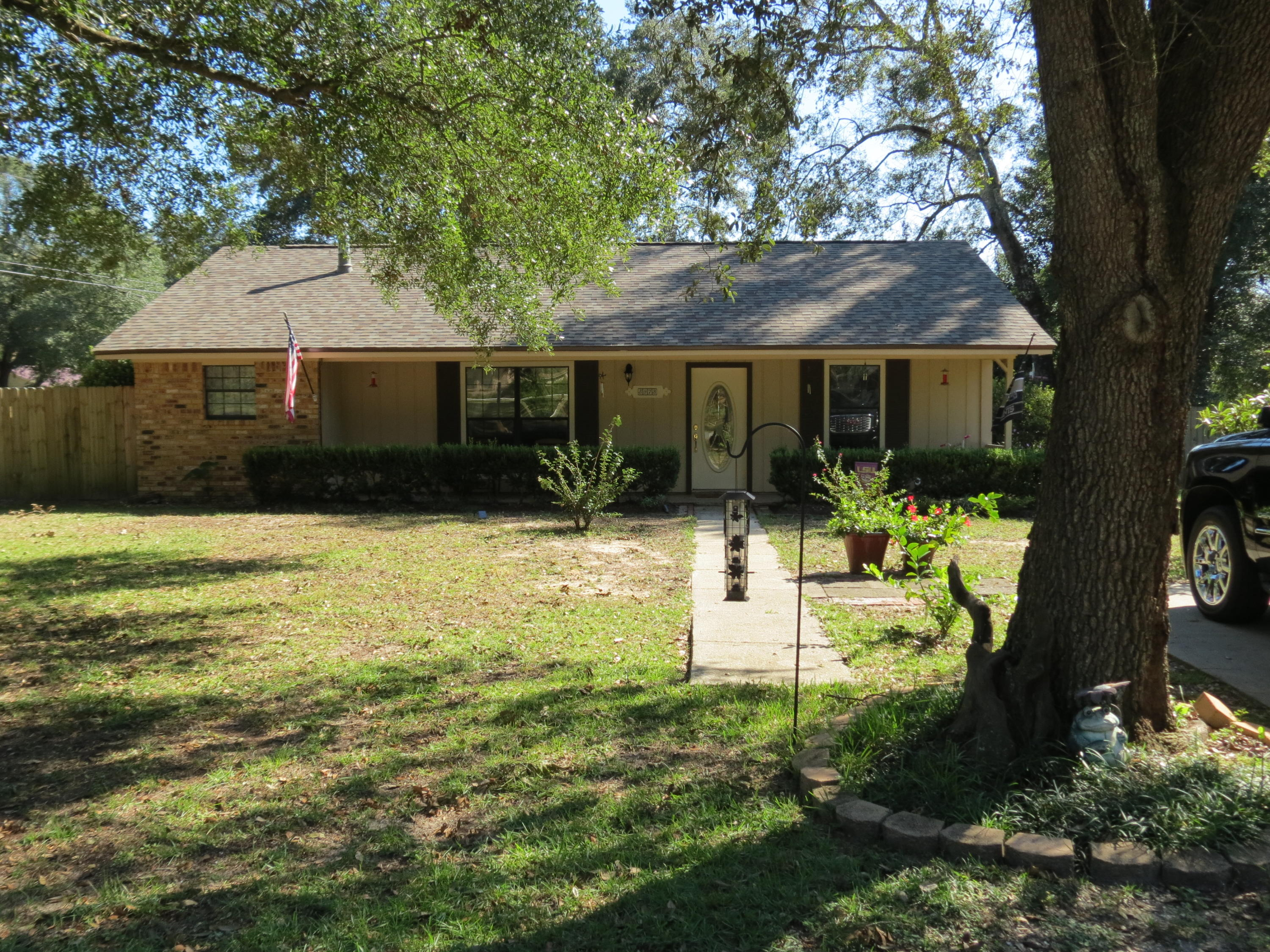Photo of home for sale at 5973 Rolling Greens, Milton FL