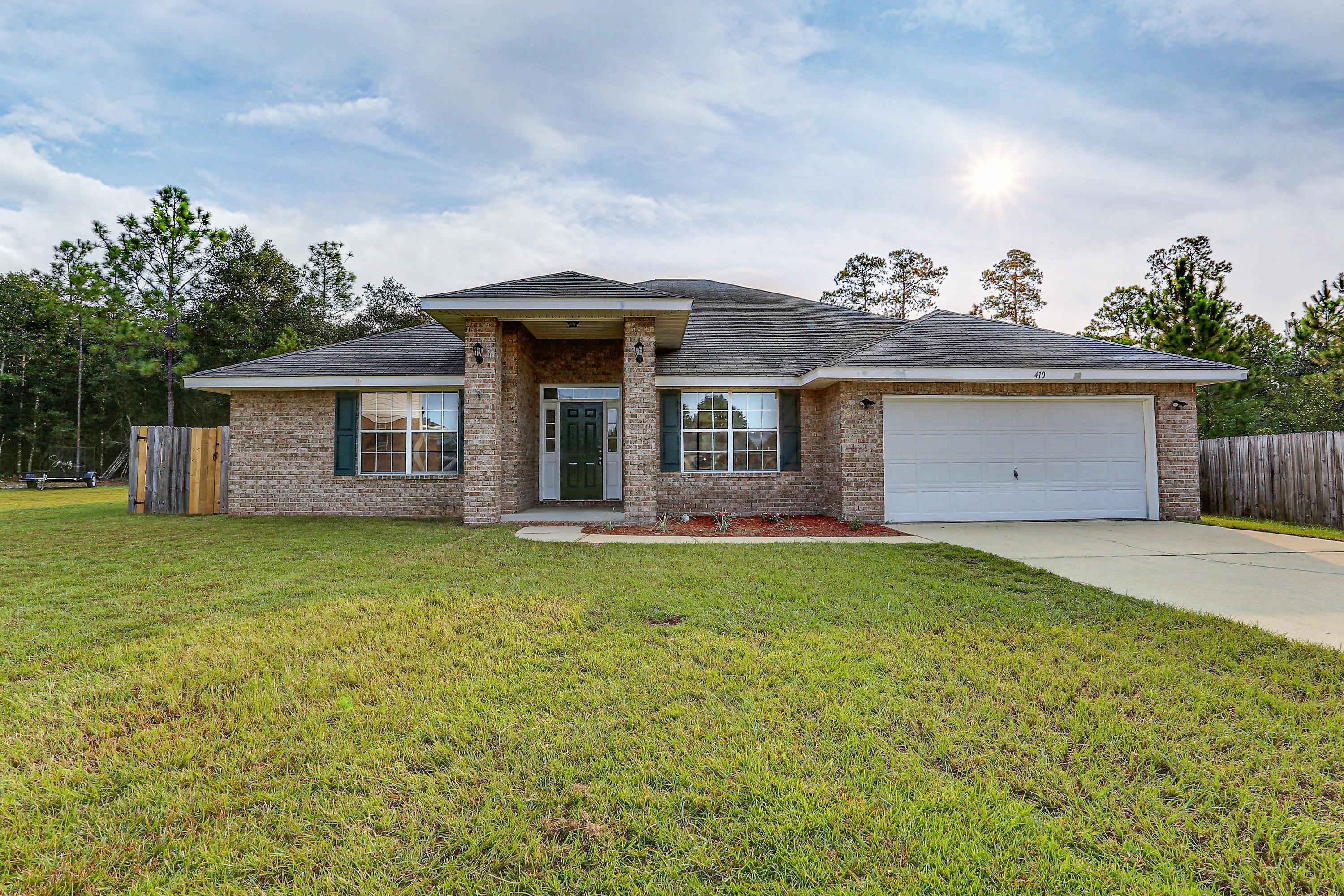 Photo of home for sale at 410 Plate, Crestview FL