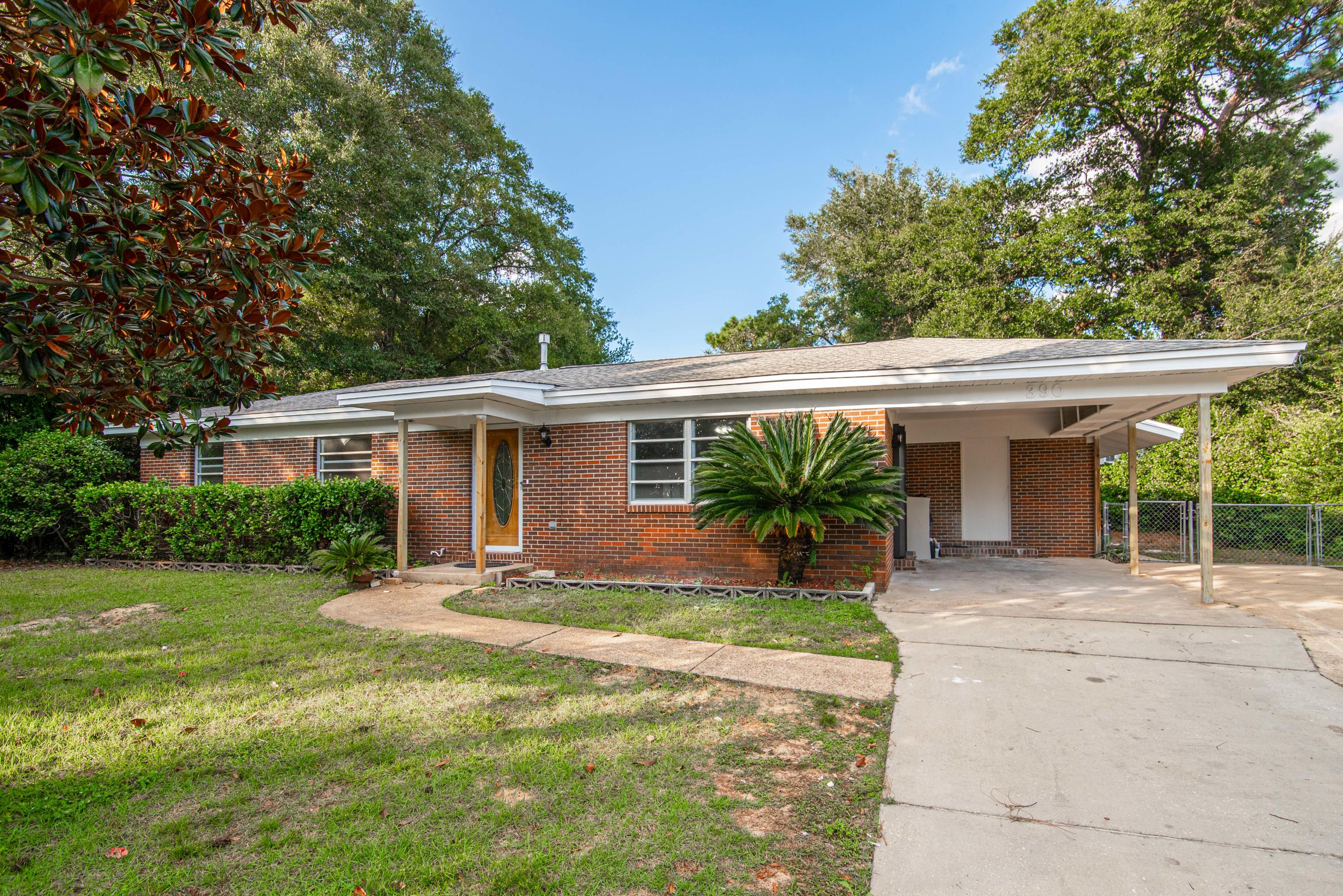 Photo of home for sale at 390 Lincoln, Valparaiso FL