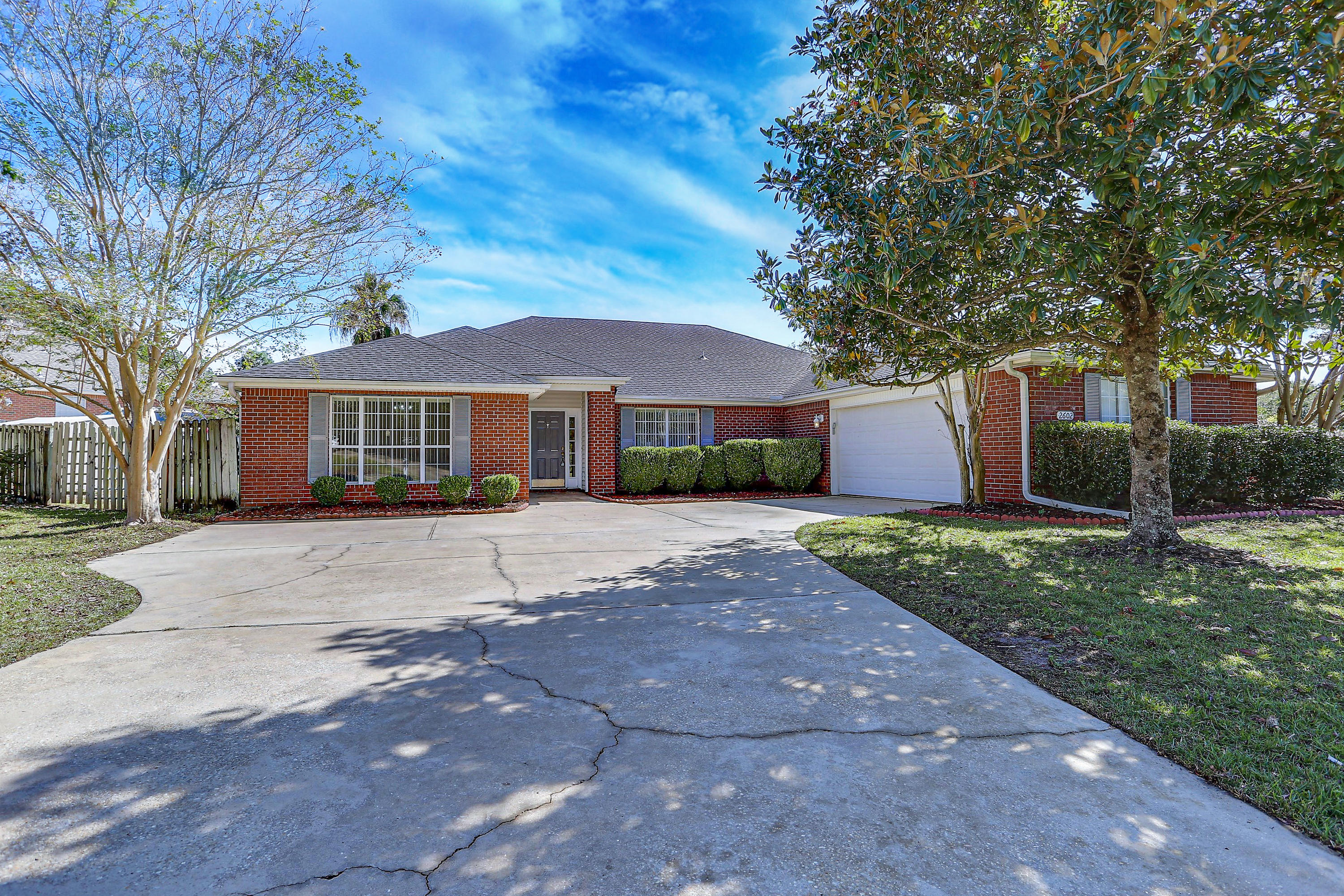 Photo of home for sale at 2602 Pinto, Crestview FL