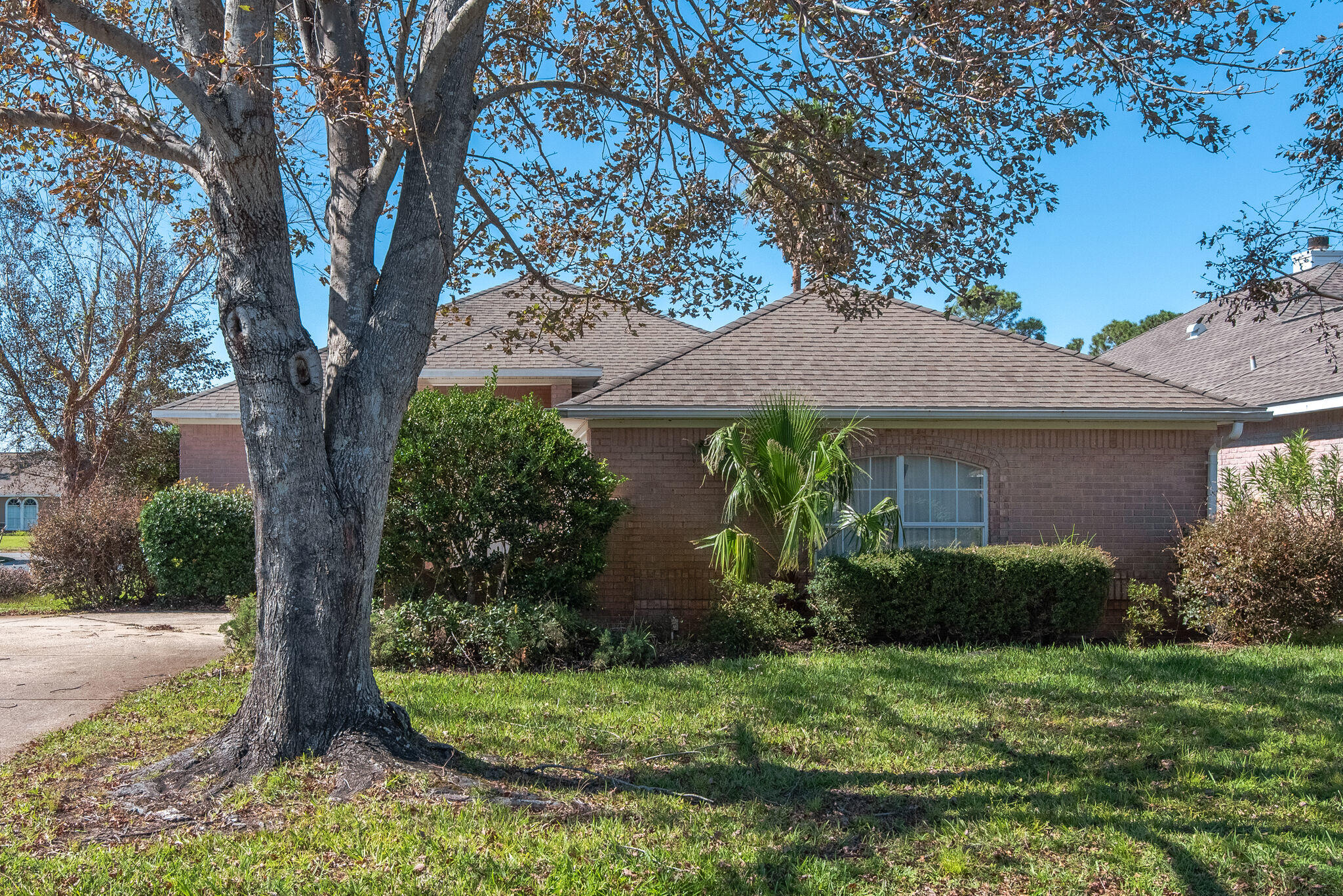 Photo of home for sale at 4000 Longwood, Gulf Breeze FL