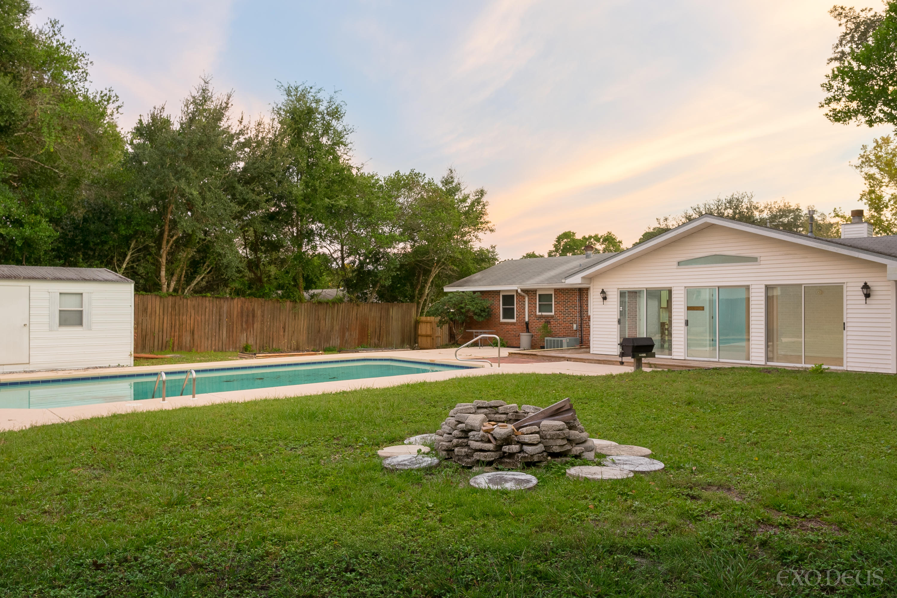 Photo of home for sale at 436 Andrew, Valparaiso FL