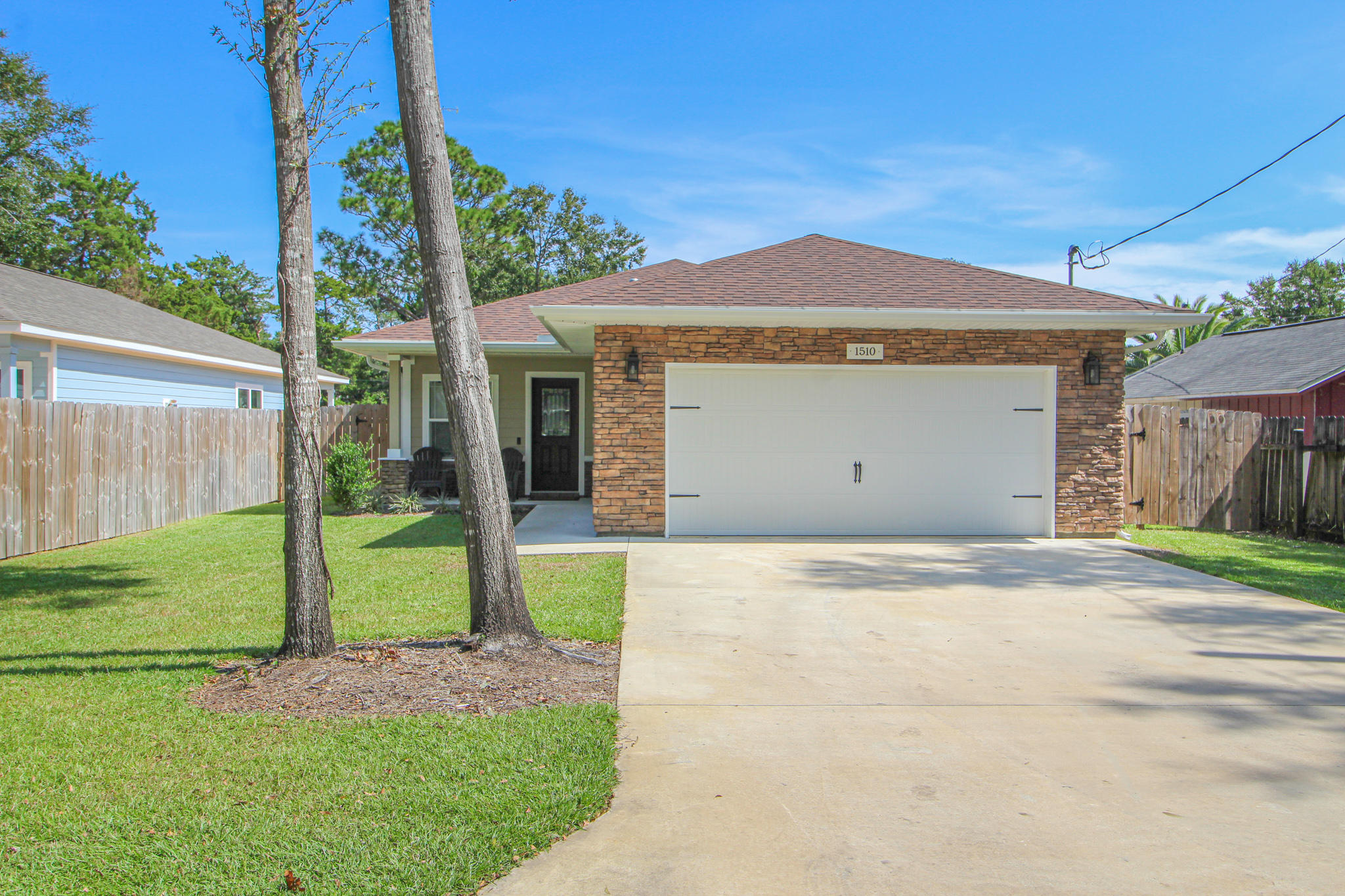 Photo of home for sale at 1510 Ponderosa, Fort Walton Beach FL