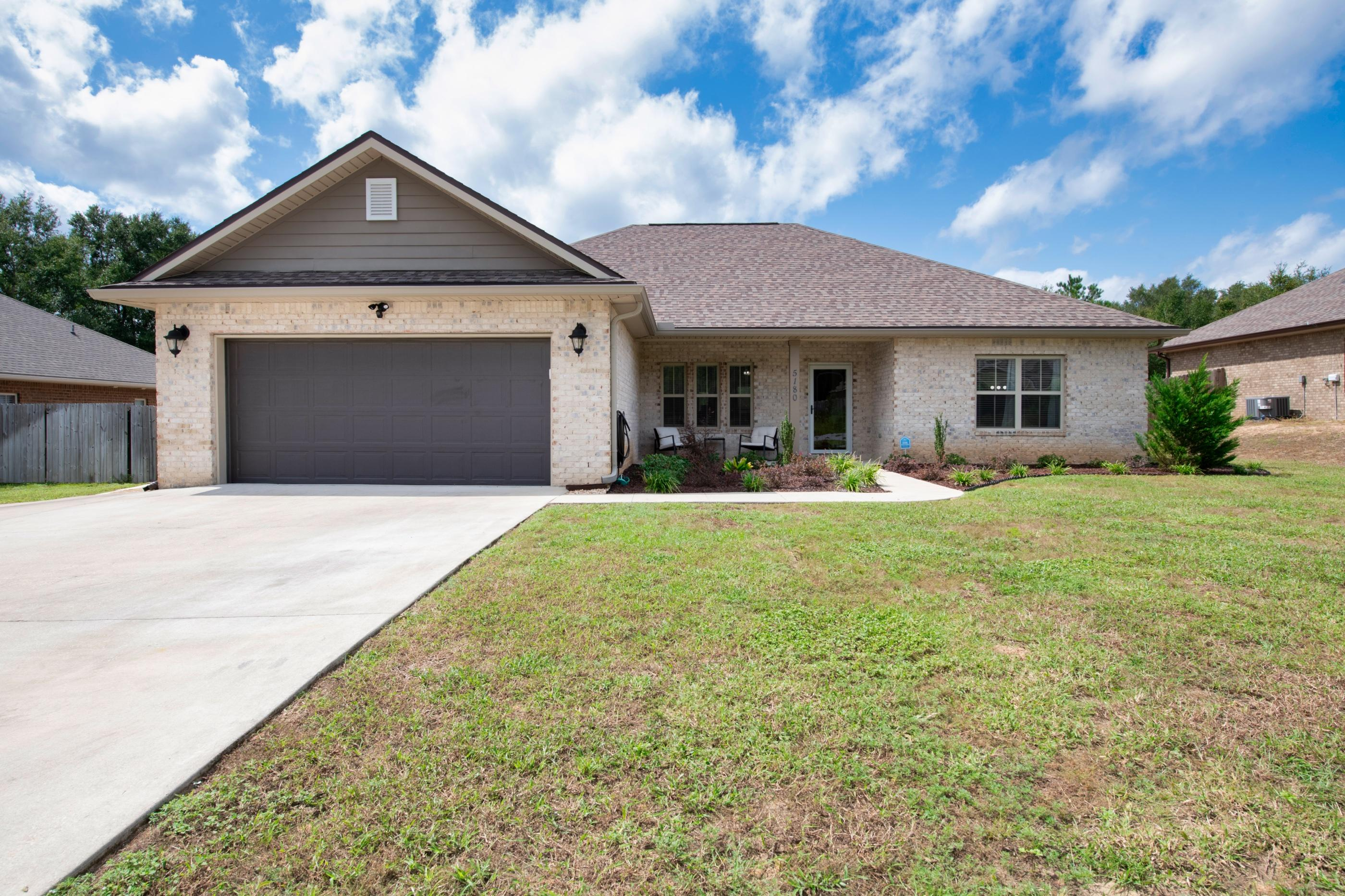Photo of home for sale at 5180 Rabbit Run, Crestview FL