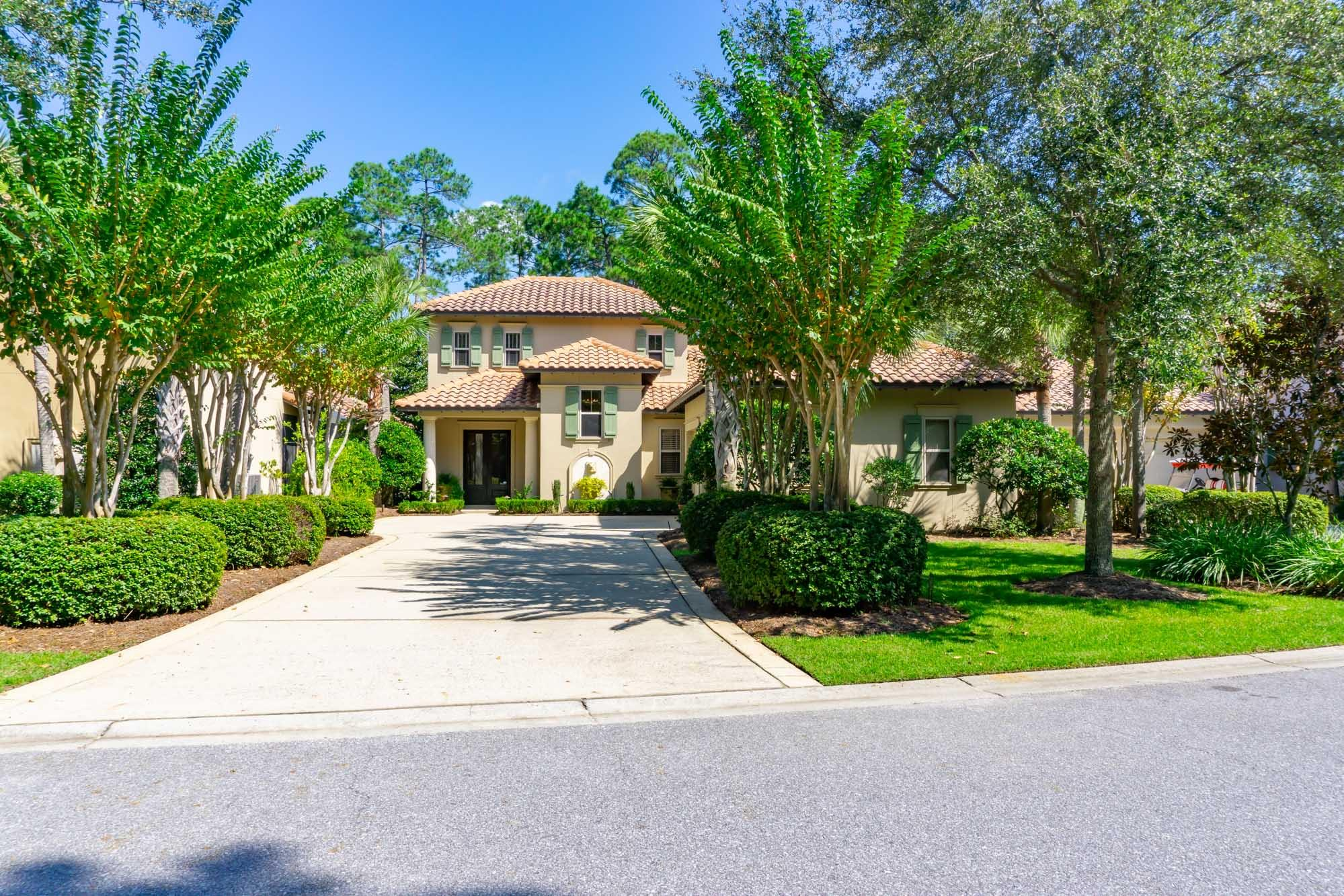 Photo of home for sale at 2506 Vineyard, Miramar Beach FL