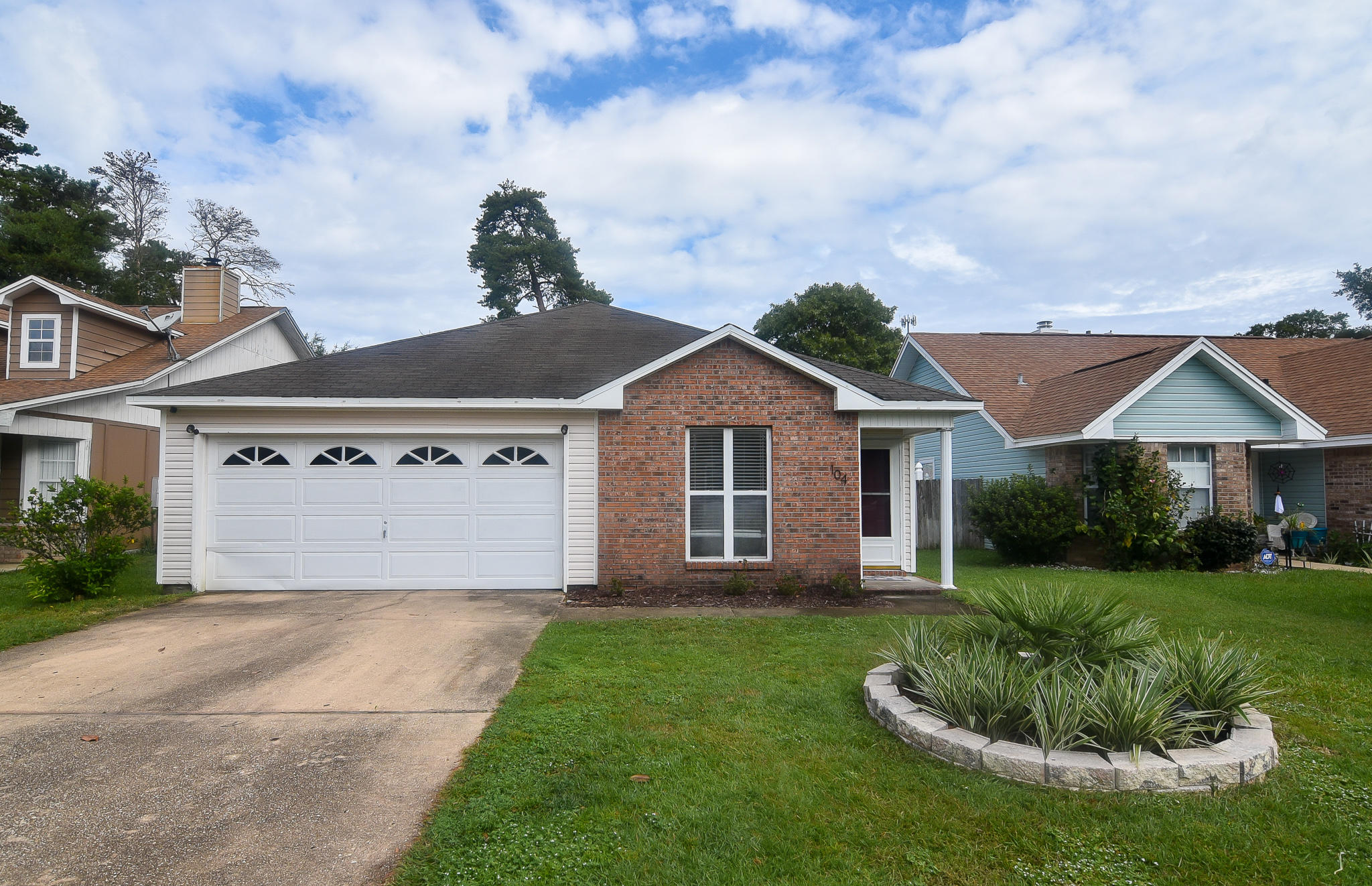 Photo of home for sale at 104 Wright, Niceville FL
