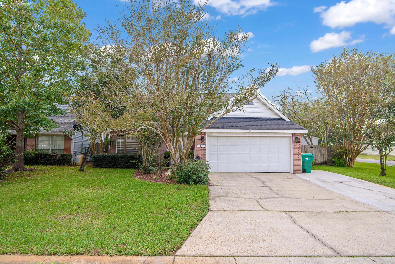 Photo of home for sale at 11 Citation, Shalimar FL