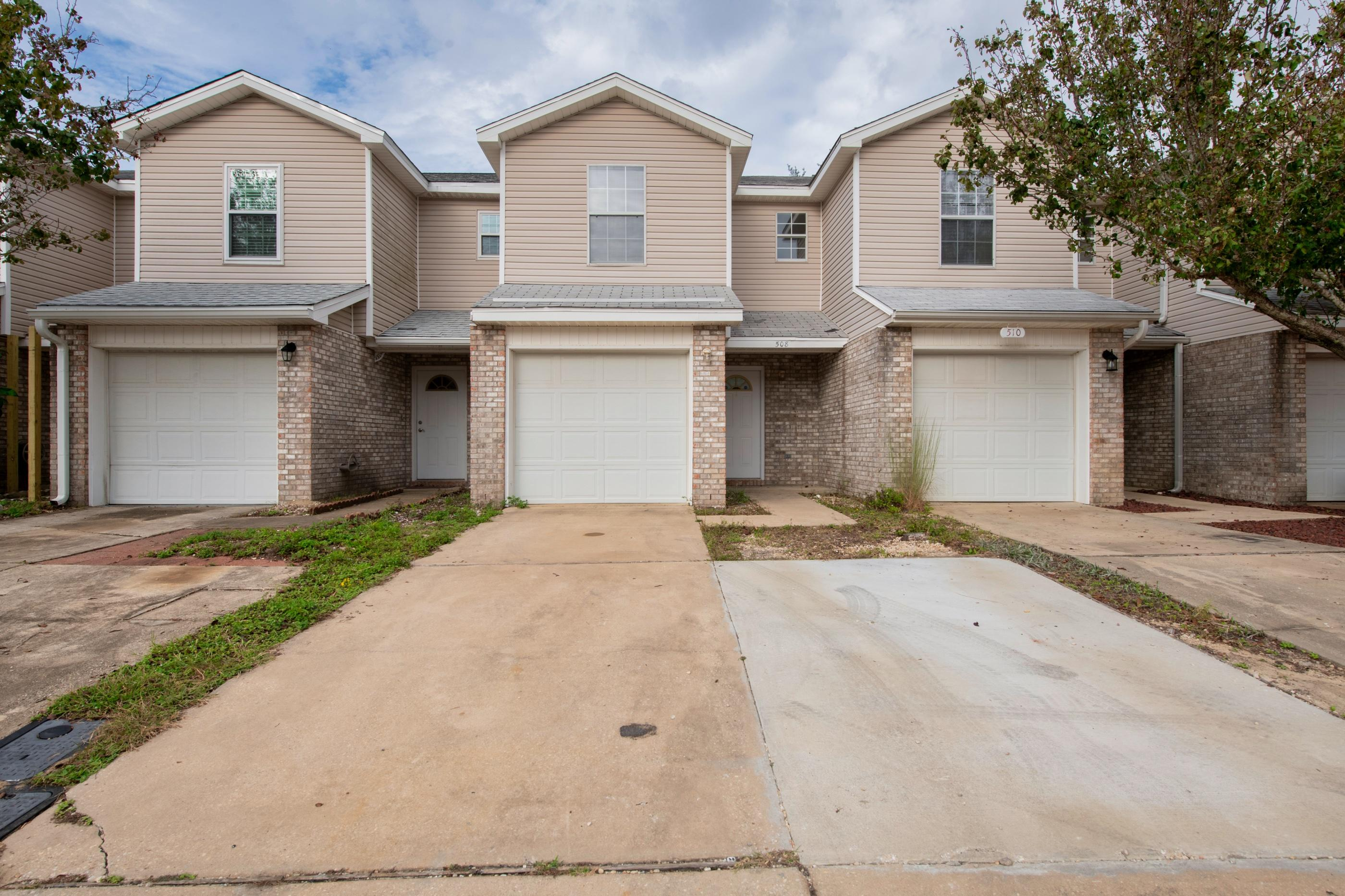 Photo of home for sale at 508 Keystone, Mary Esther FL