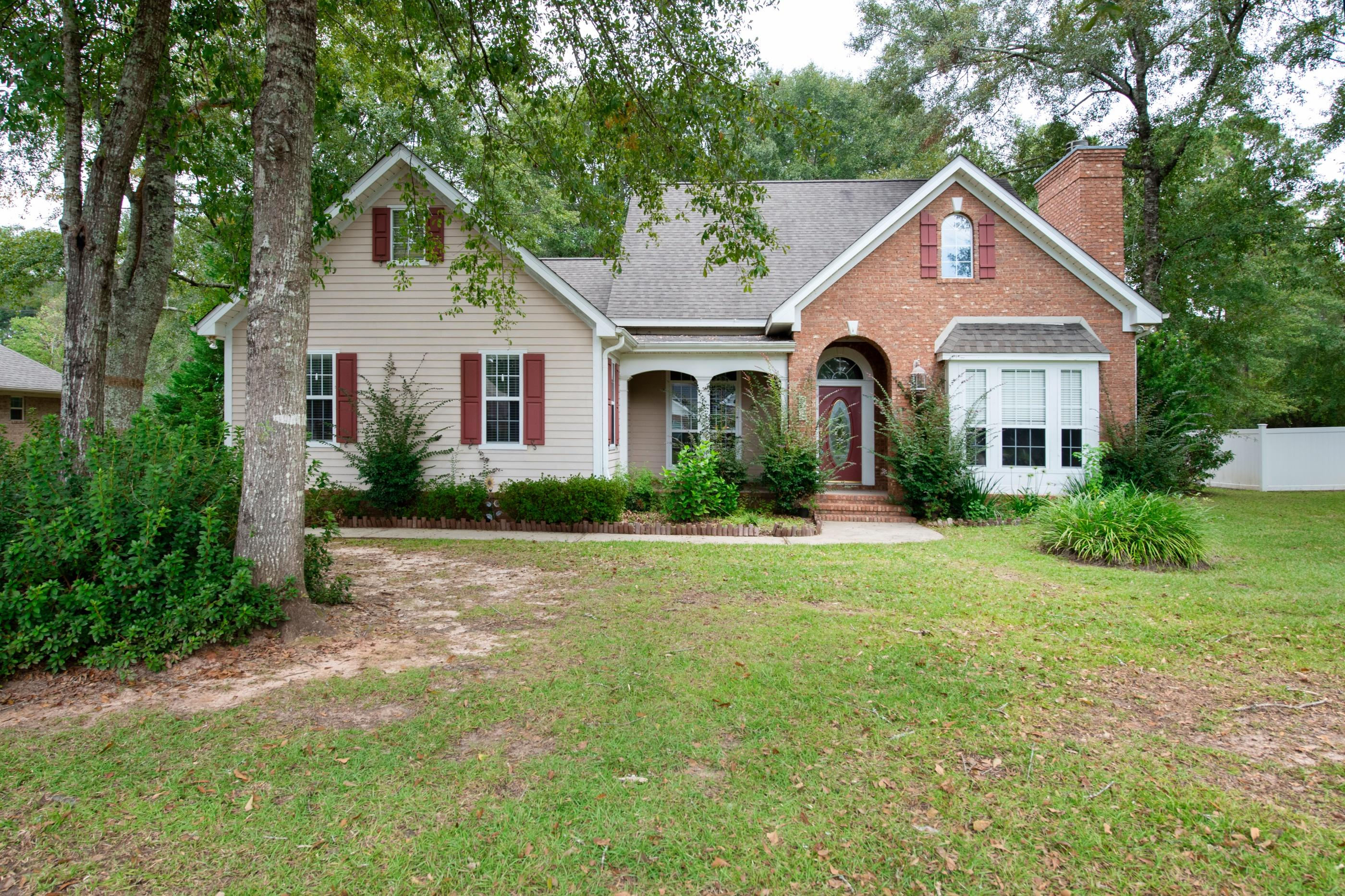 Photo of home for sale at 6005 Dorchester, Crestview FL